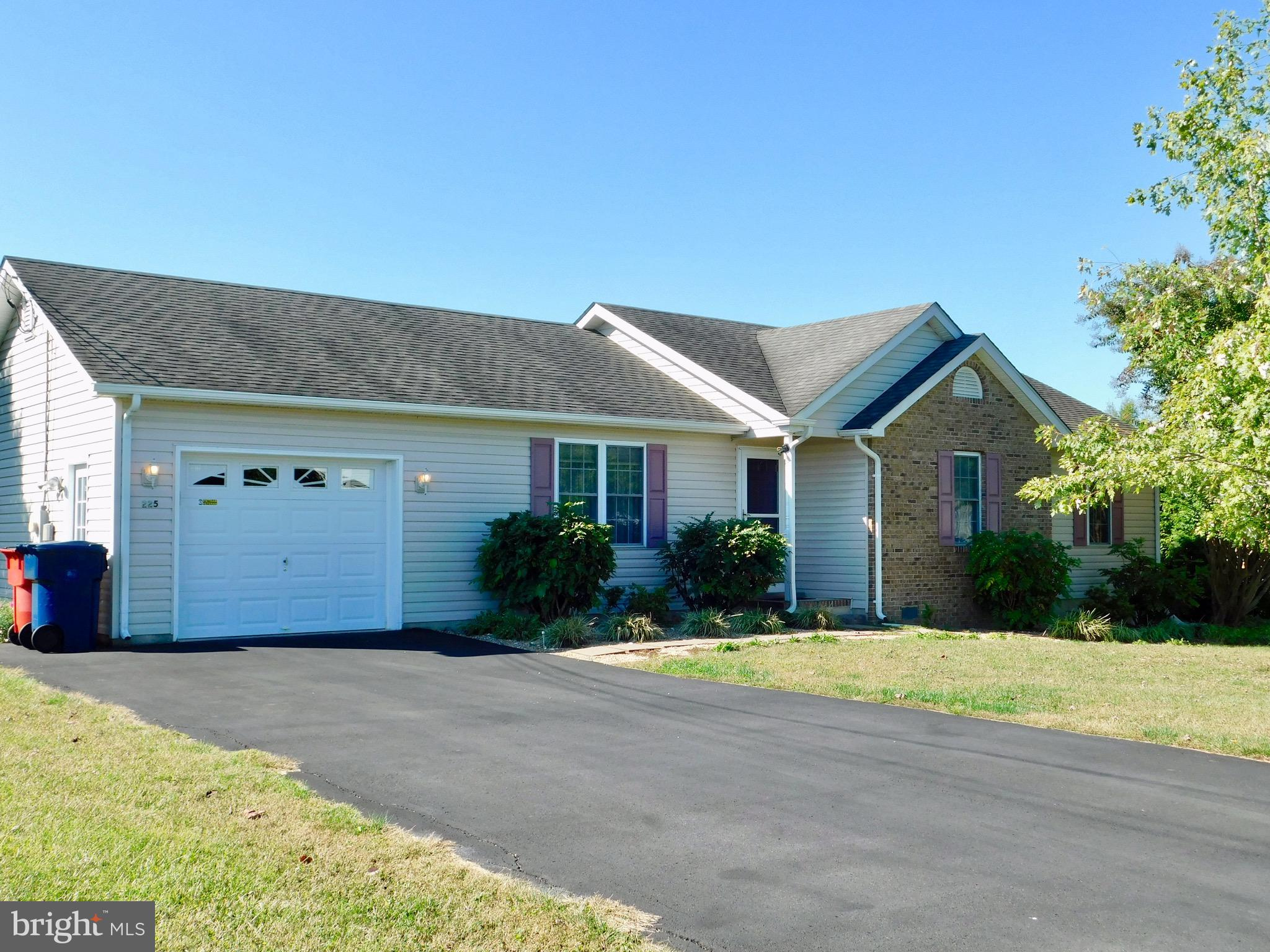 Nicely maintained home in Elizabeth Station.  Large private yard with a 12x16 storage shed, and frui