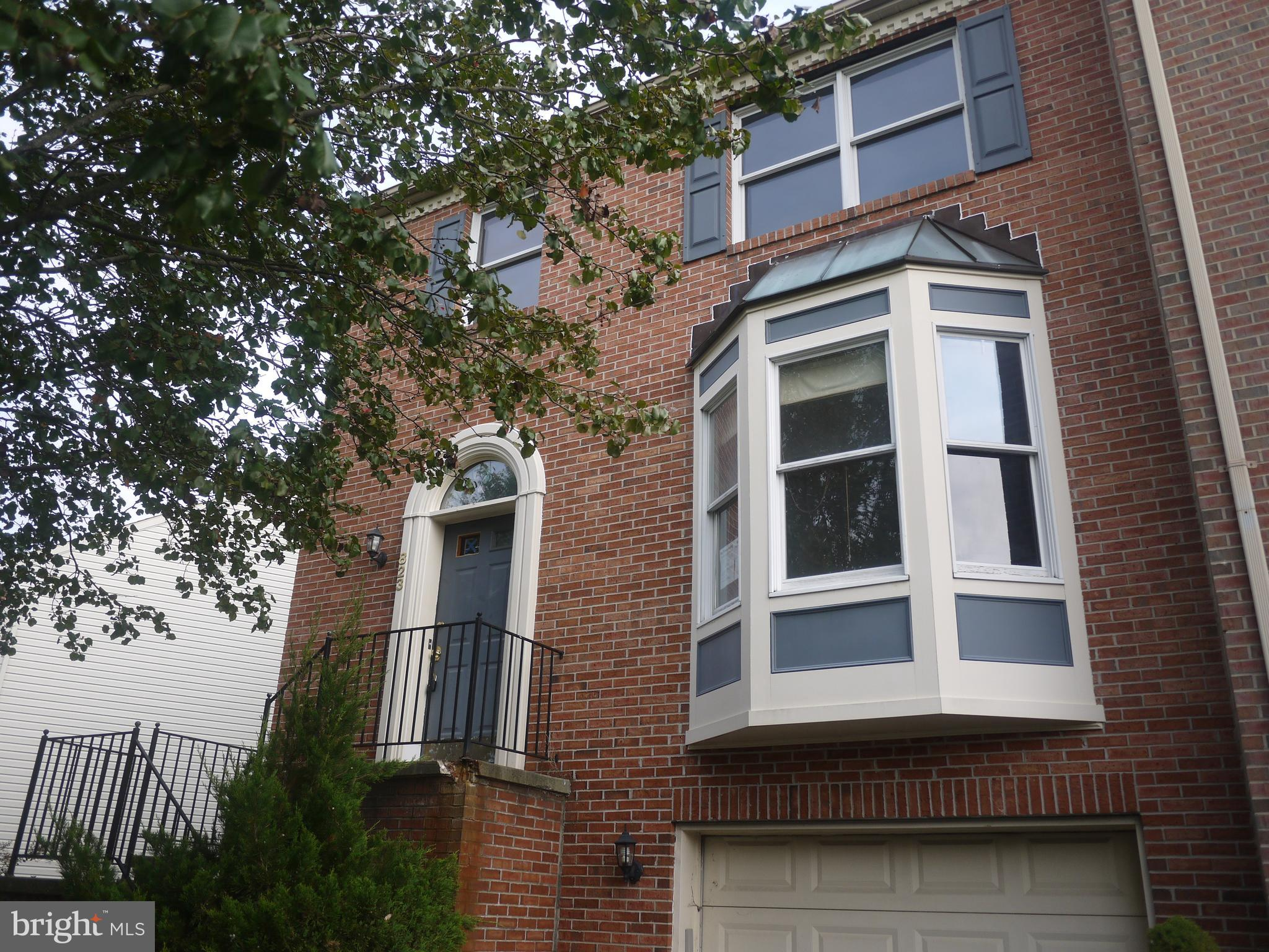 Charming end of group townhouse with 3 bedrooms and 1 Full bathroom and 1 half bath in desirable Sou