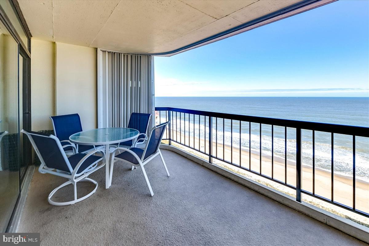 THE BEST OF BOTH - AMAZING OCEAN & BAY VIEWS! From the private oceanfront balcony enjoy the panorami