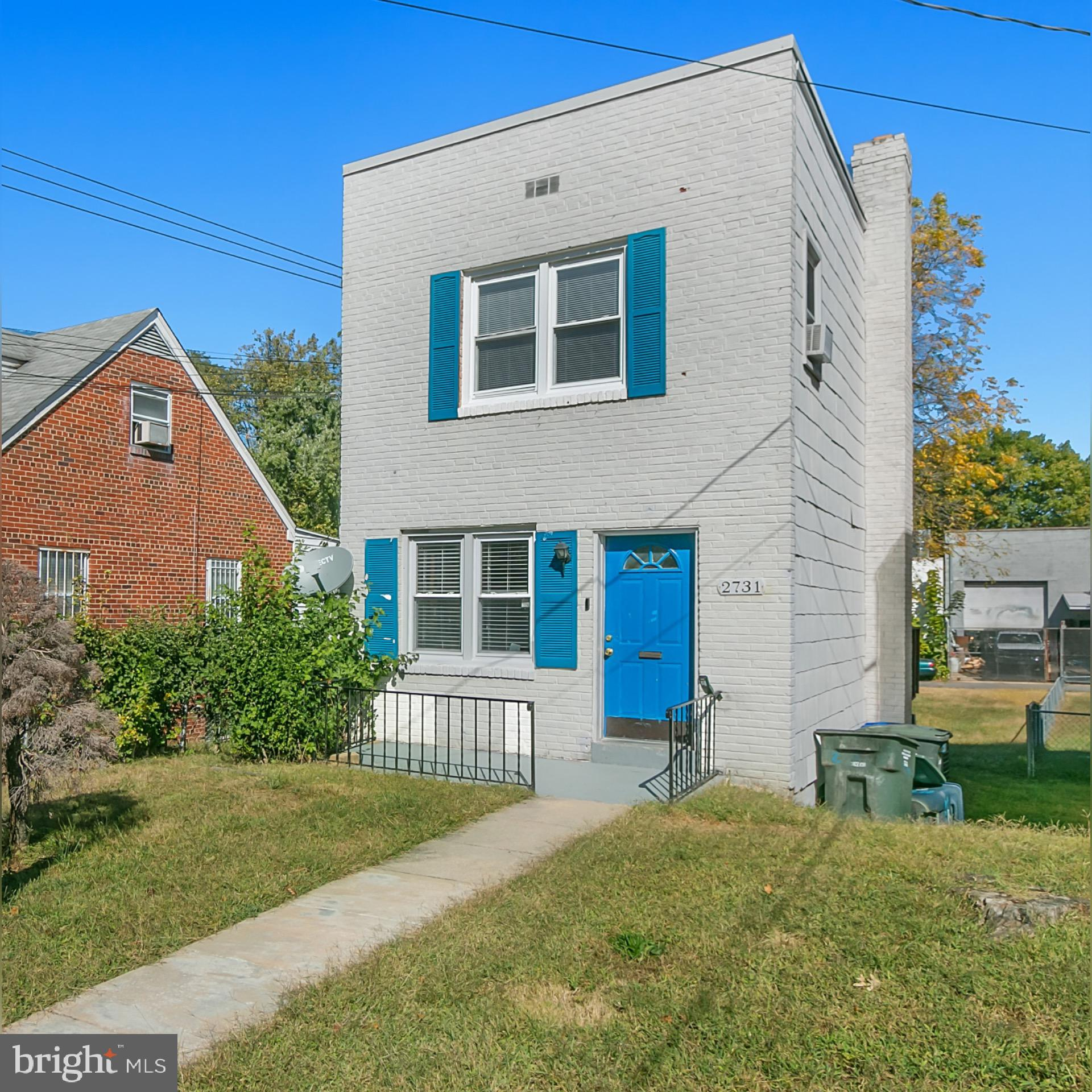 Sold As Is. Great opportunity to own a home in the sought after Woodridge Community! Two story, 1 Ba