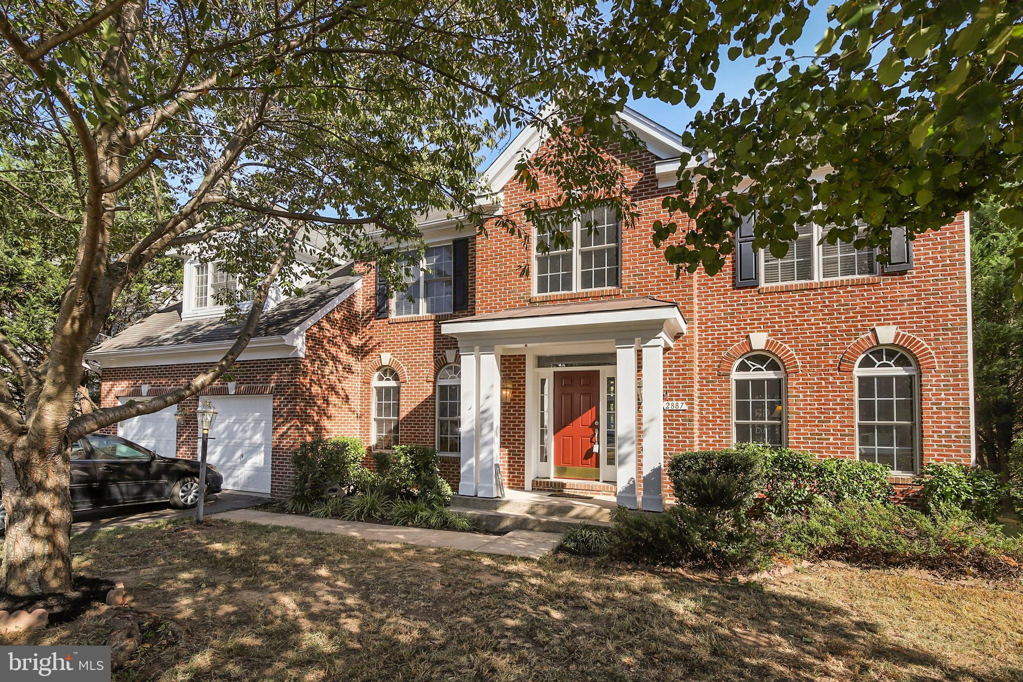 Beautiful Brick Single Family Beazer Home with Plenty of Space in Wayside Village.  Walk in to the o