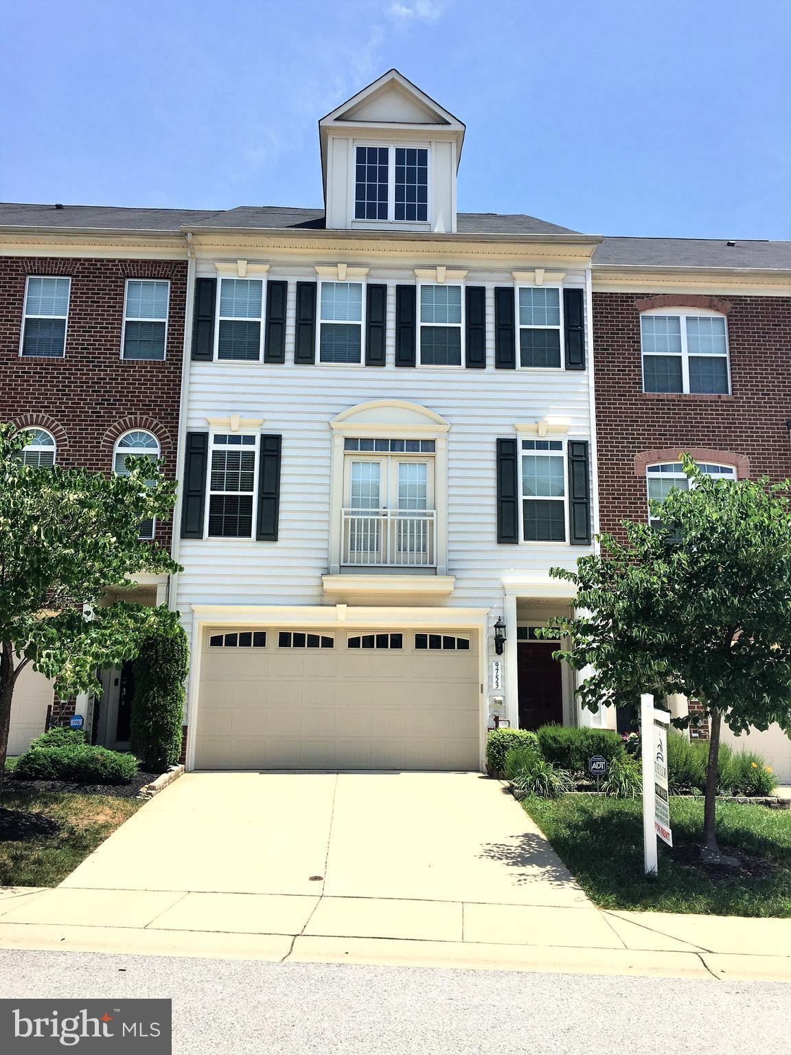 Luxurious and relatively new interior townhome in a very good neighborhood. Upgraded kitchen with gr