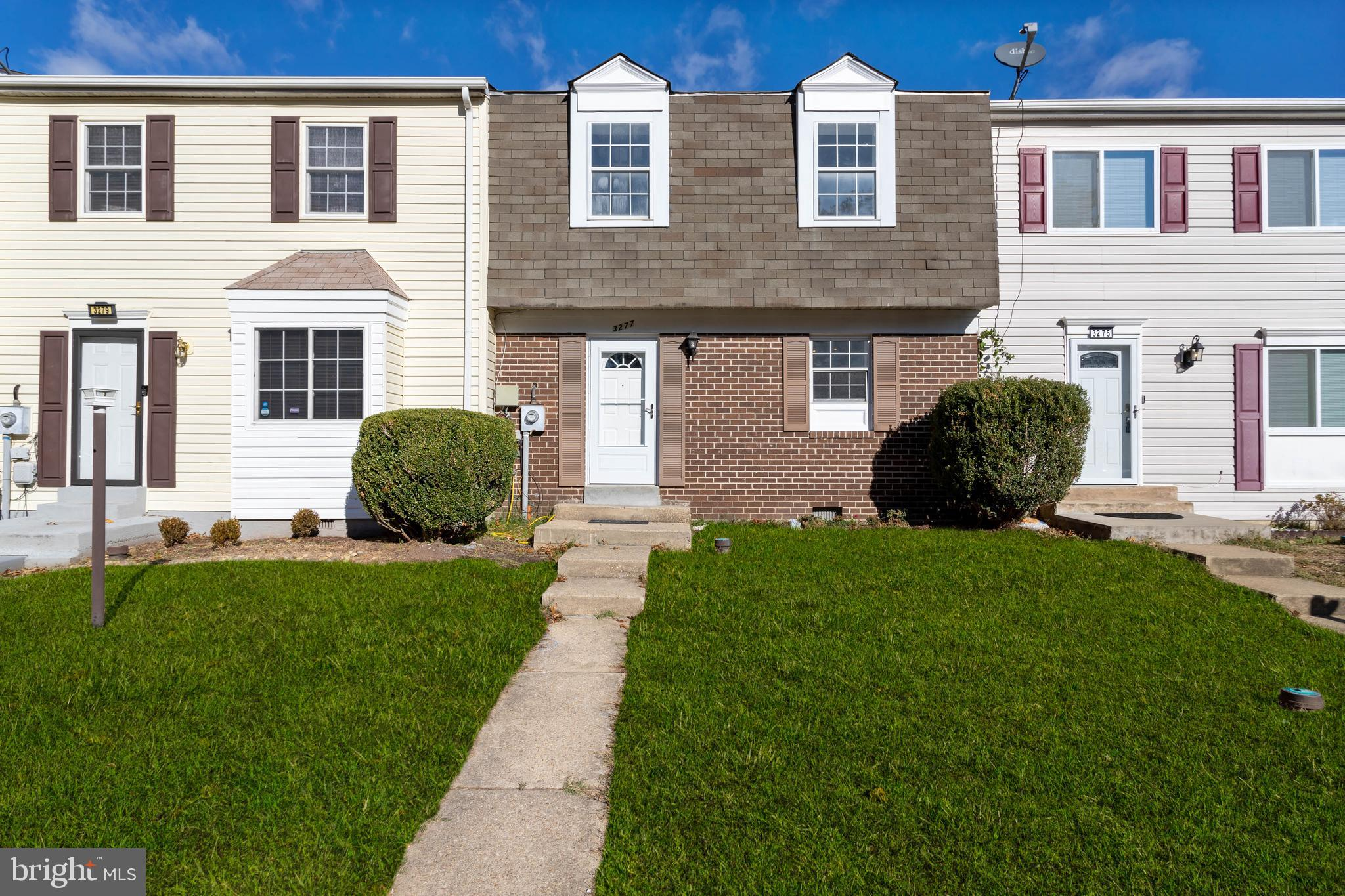 Welcome Home! This cute and cozy townhome is updated and awaiting its new owner!  The kitchen offers