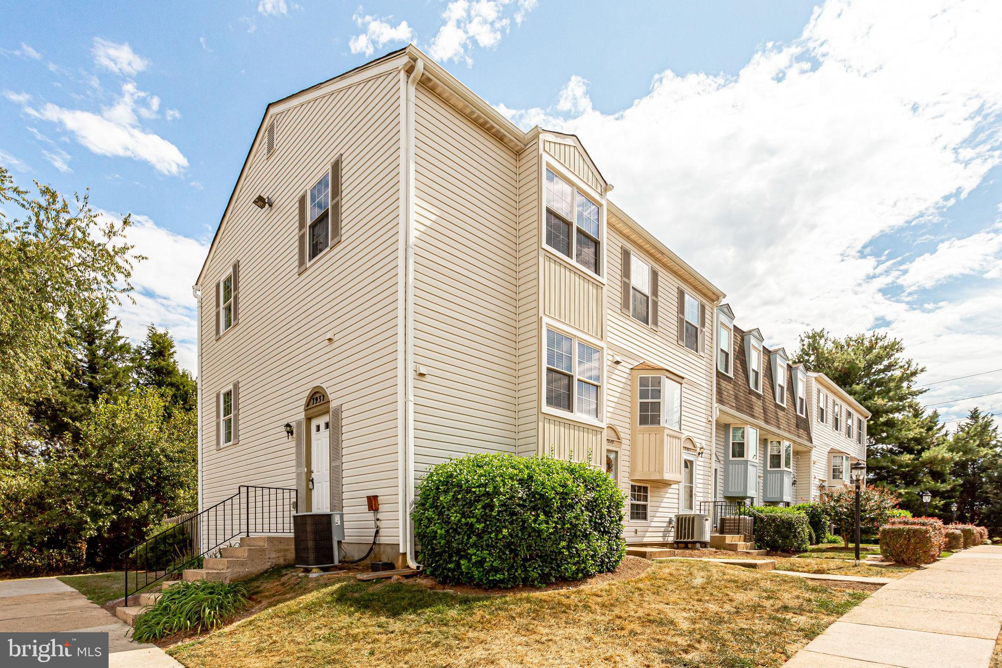 A must-see 3 bedroom end-unit 3 level town home, move-in ready. Just renovated throughout 3 levels,