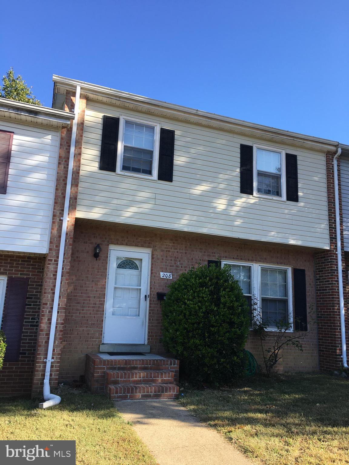 3 Level Townhome ...3 Bedroom, 1 Full Bath and 2 Half Baths.  Large/Spacious Master Bedroom has its