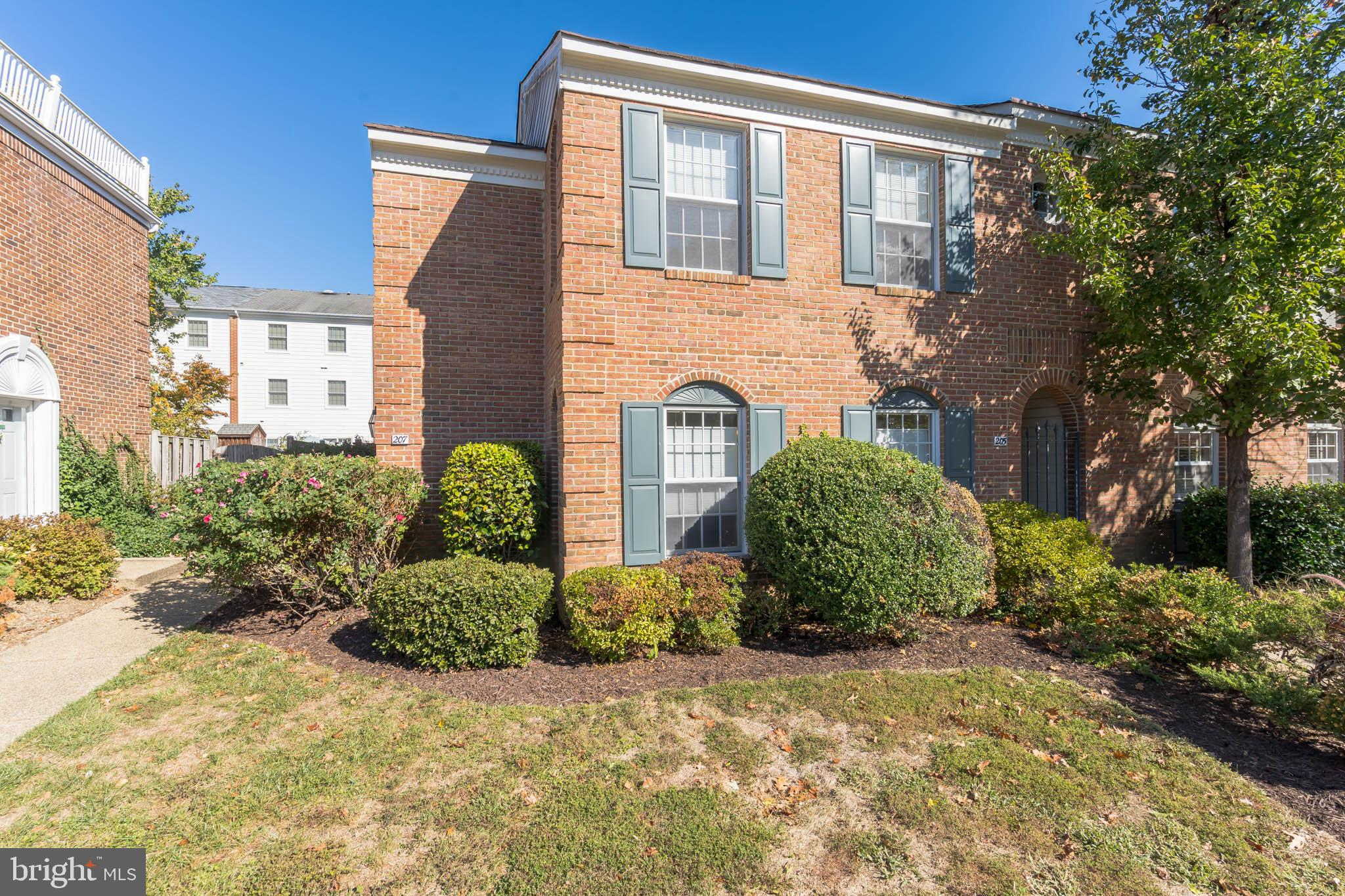 Fantastic End-Unit Townhome located in highly sought after Hickory Ridge Subdivision located in the