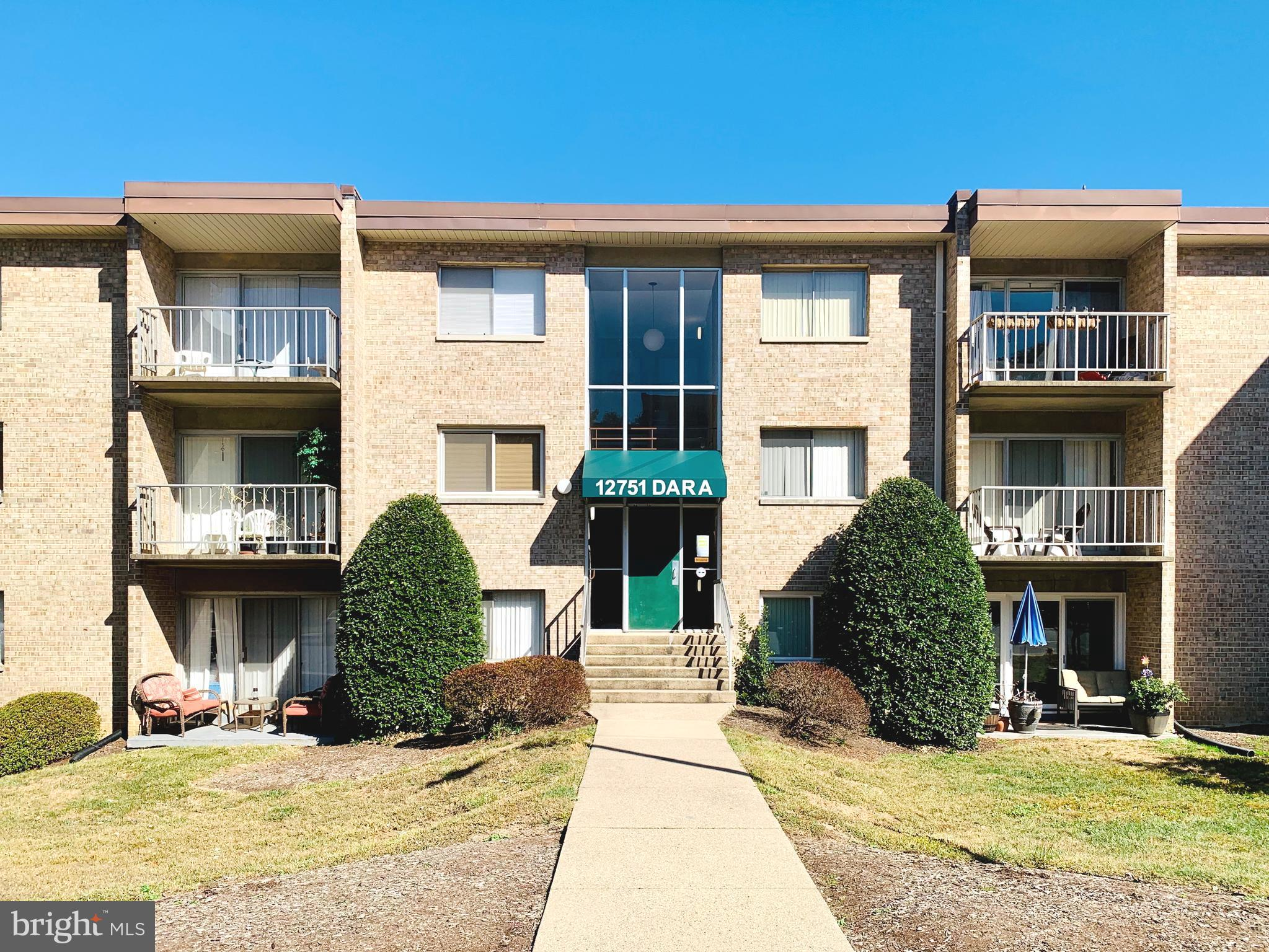 Great 1 bedroom 1 bathroom Condo Unit next to 95 and route 123; very easy commute to Quantico and Fo