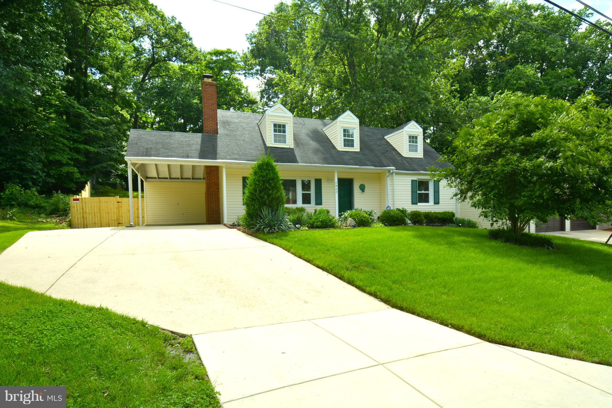This one is a 10+. 3 lvls freshly painted, 5 bdrms, 3.5 baths w/fenced yard & screened porch. Close