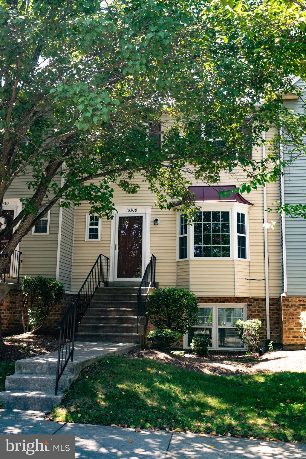 Newly renovated 3 Bedroom, 2.5 Bath Townhouse/Condo with new appliances, granite countertops, new 60