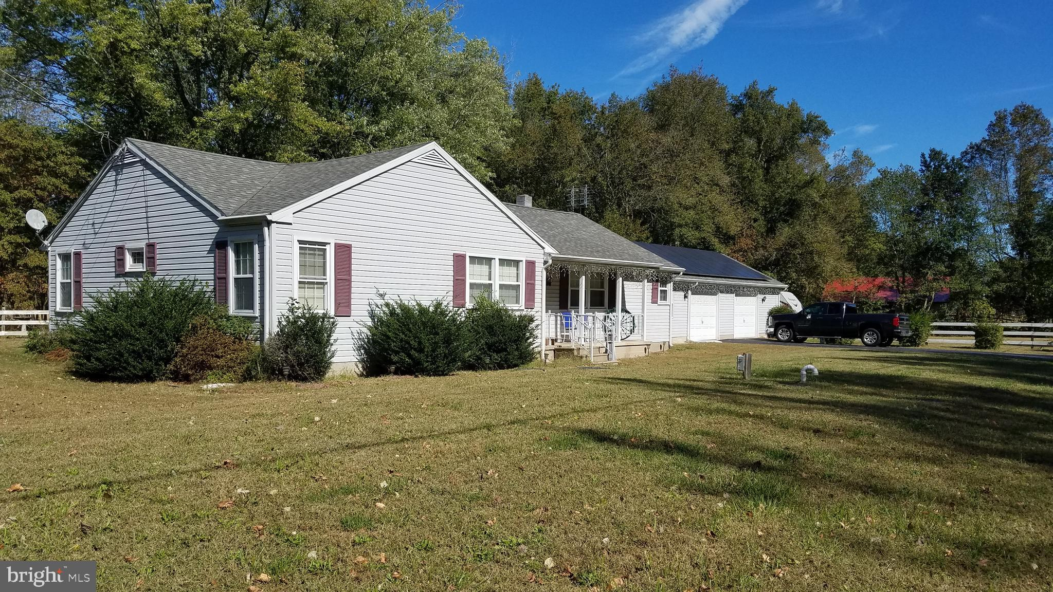 If you looking for a great home on a great lot this 1.47 acre is just perfect. This 4 bedroom 2 full