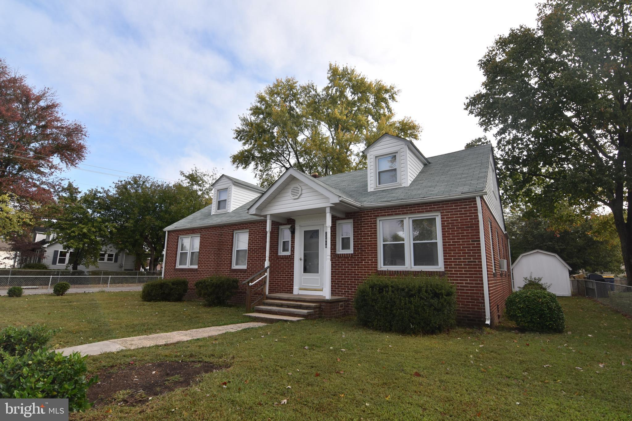 Well kept Cape Cod in the heart of Leonardtown! Walk to the stores, Restaurants and down to the whar
