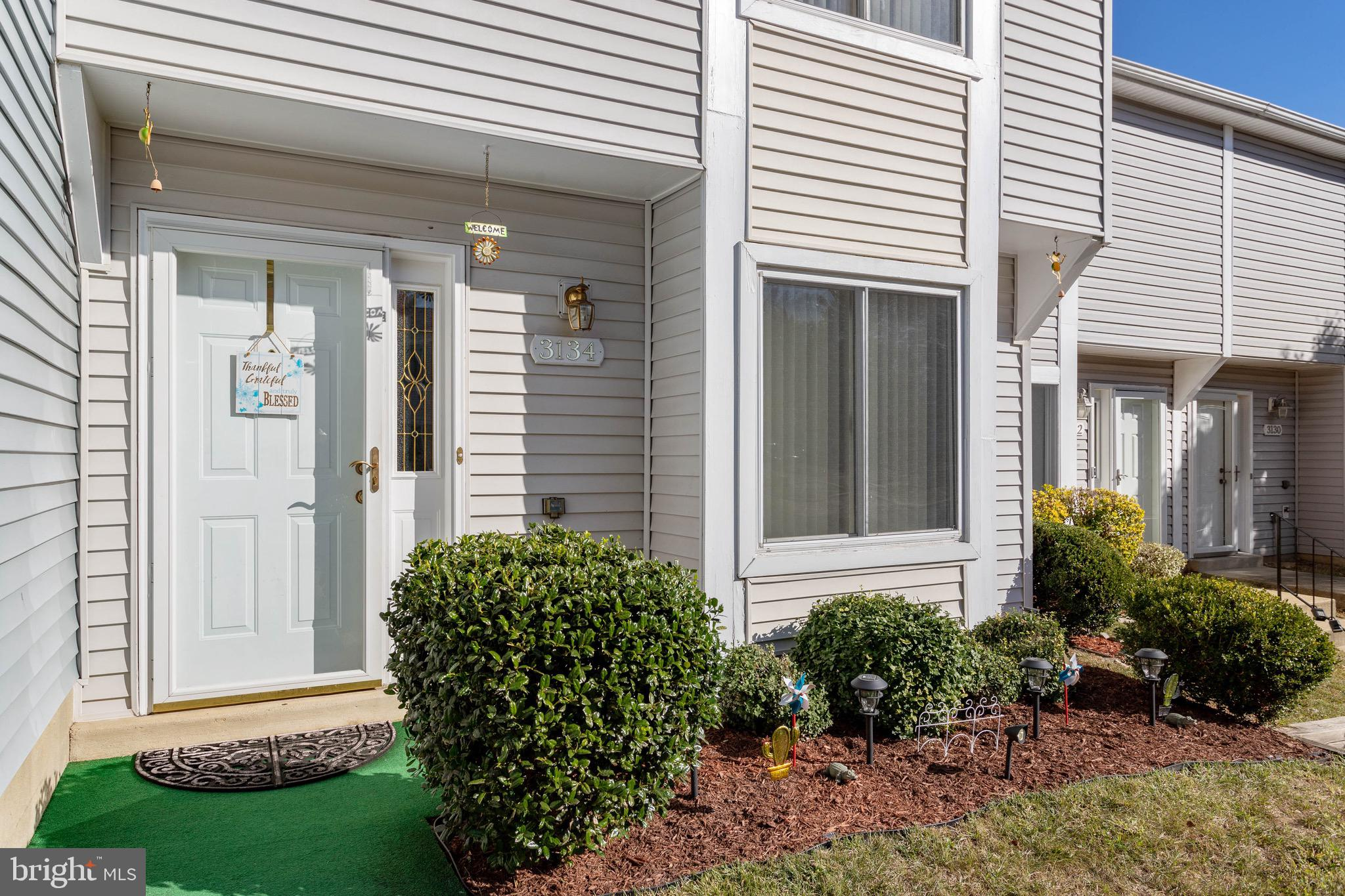 Your search is over! Charming 2 bedroom townhome located in the center of Saint Charles. Exceptional