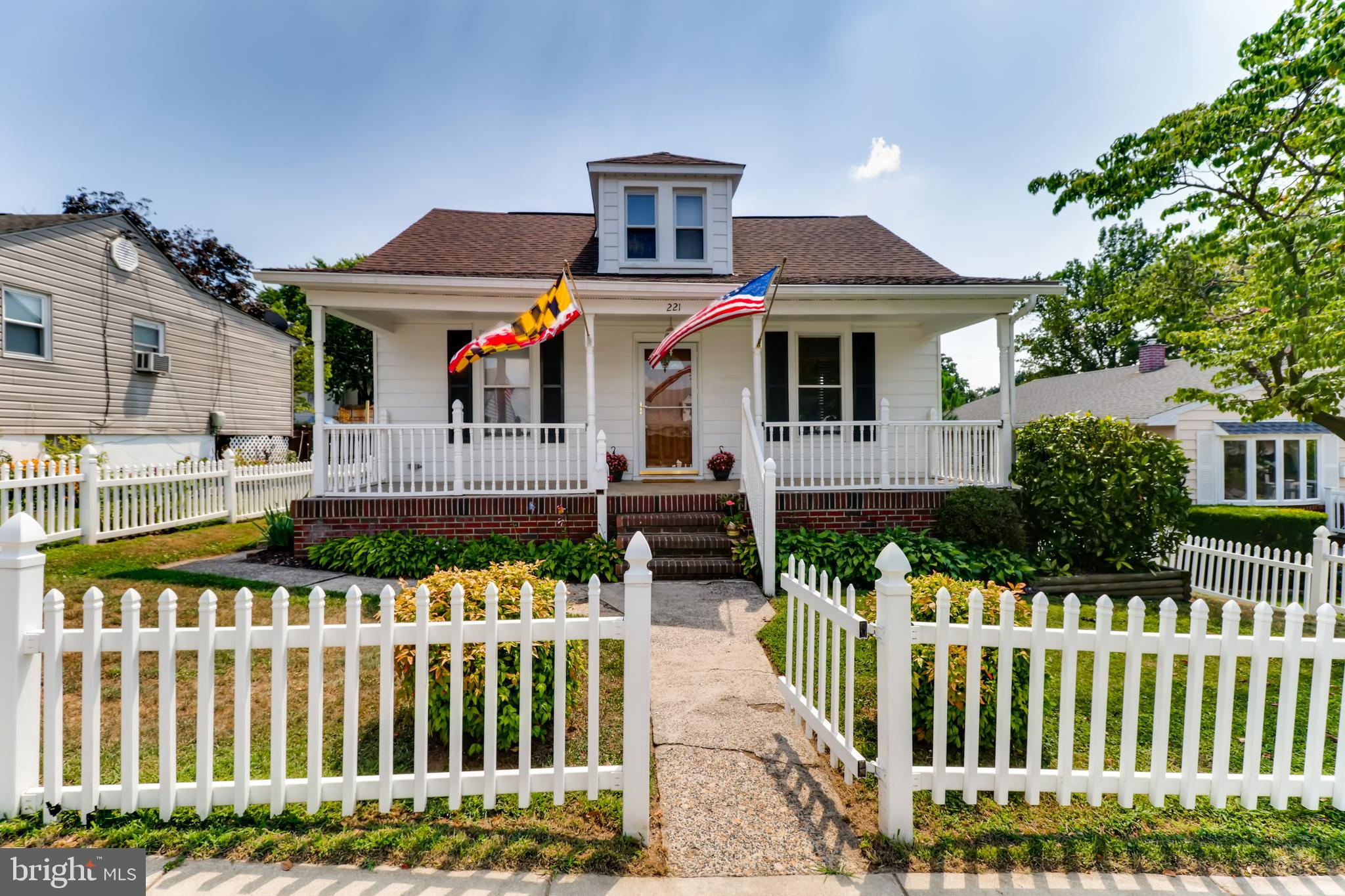 **Sellers are offering a $1,000 decorating allowance*** Come check out this ADORABLE MOVE IN READY C