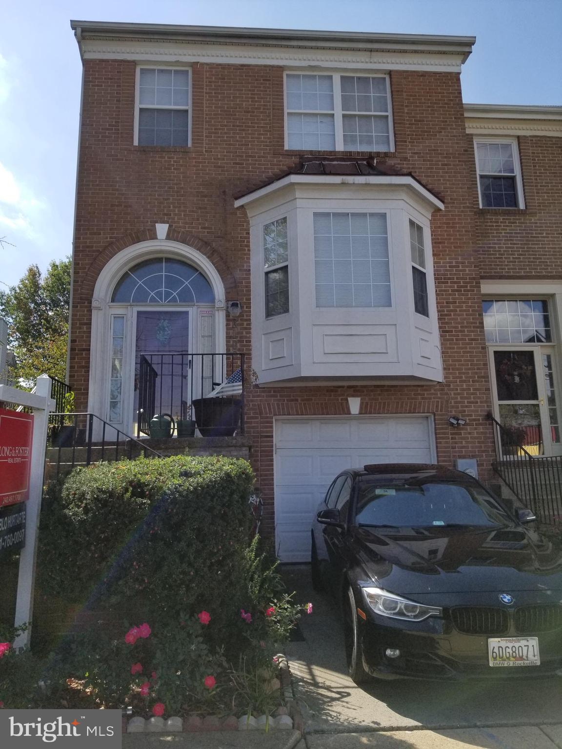 Great location end unit town home. Fantastic potential, basement with full bedroom, bathroom, and wa