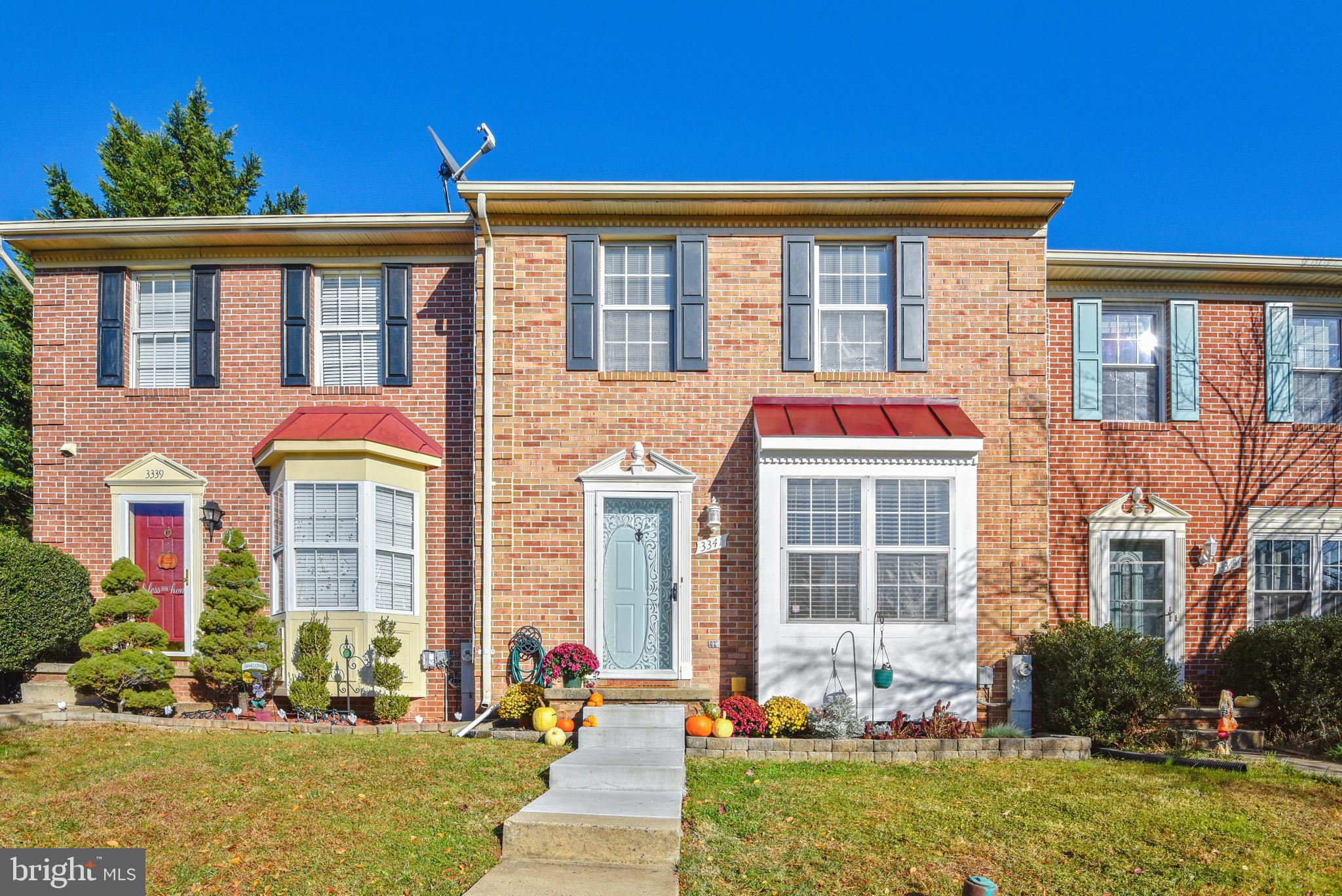 Sweet Constant Friendship Townhome that is HGTV ready! This bright and sunny townhome comes with Gle