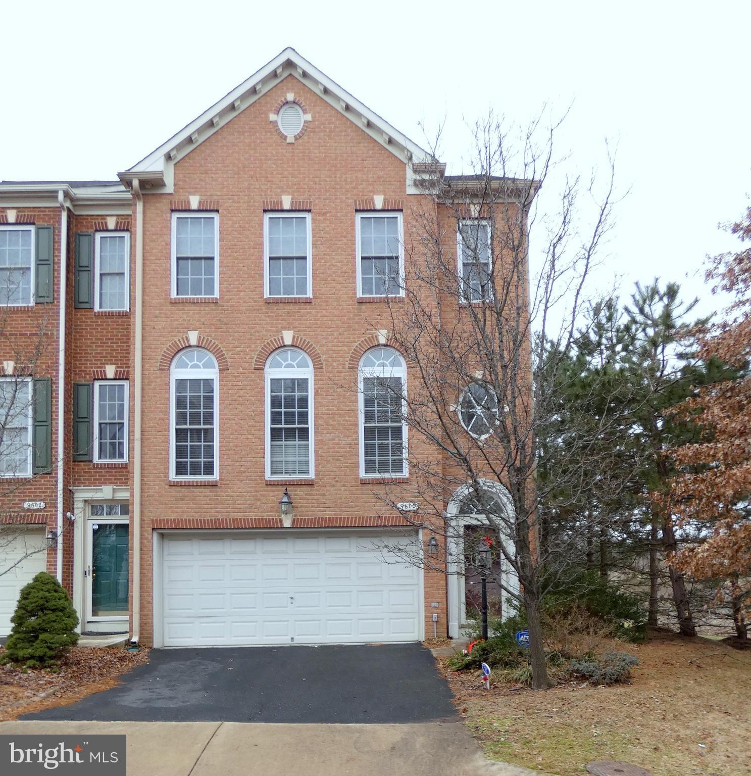 Wonderful   three level brick front end unit town home in Lorton Station South. This spacious 2469sf