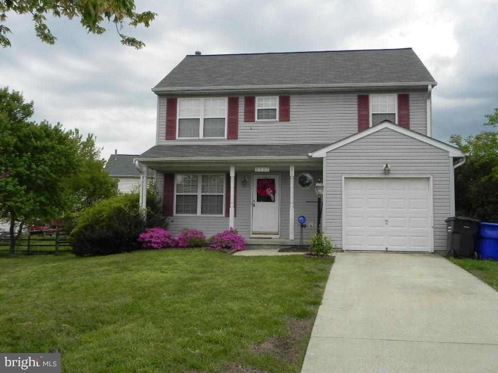 Beautiful colonial in quiet cul-de-sac with 1 car garage and covered front porch. Main level with li