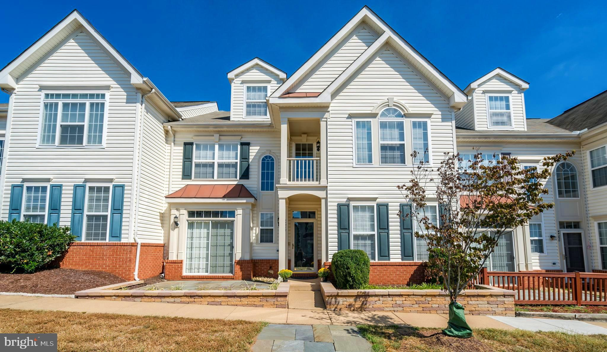 OPEN SUNDAY 1-4 . ENJOY ALL THAT ASHBURN VILLAGE AMENITIES  HAS TO OFFER .  WONDERFUL CARRIAGE HOME