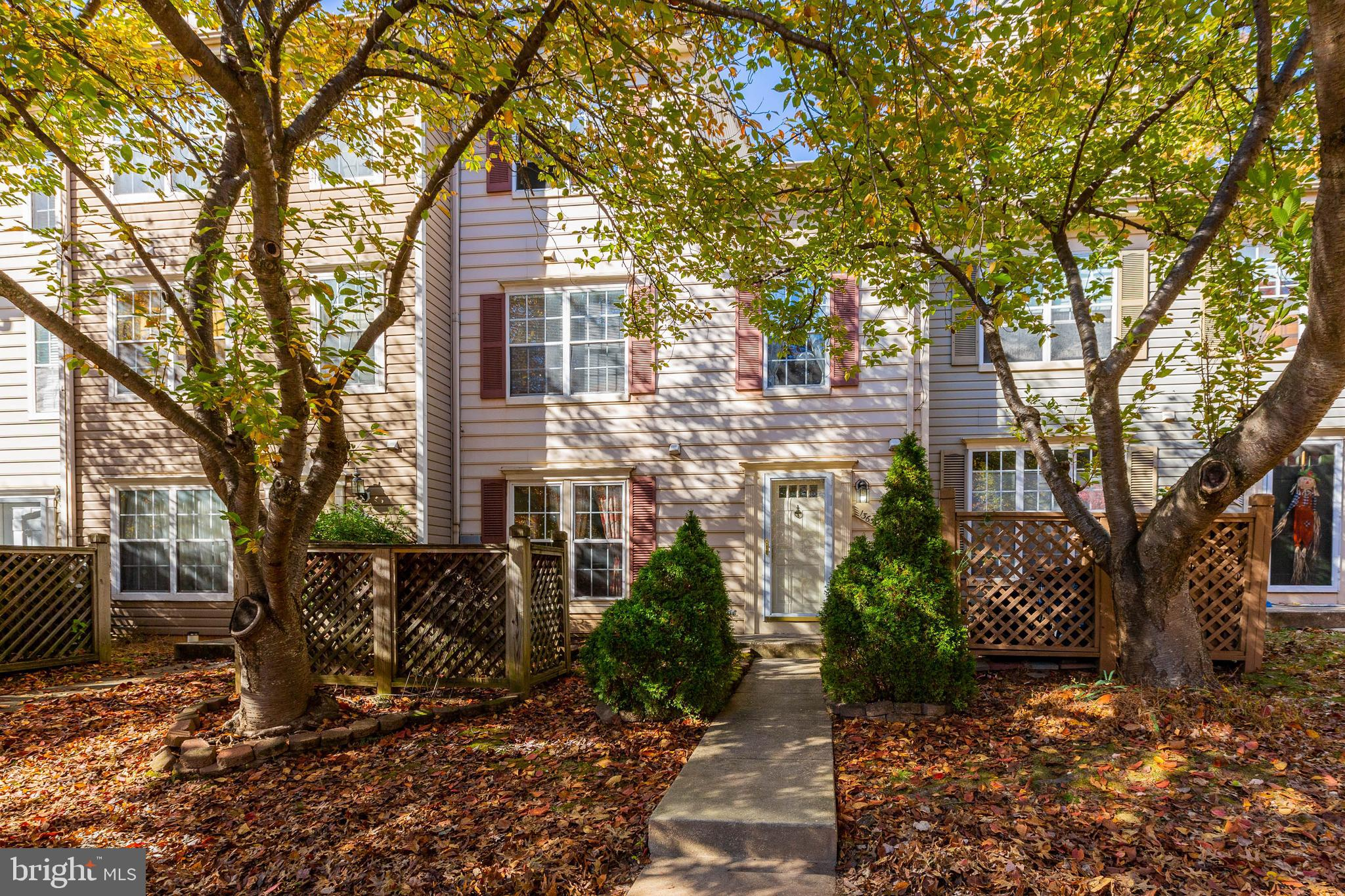 Great 3 level townhouse with lots of amenities including tennis courts and community pool. Features new carpet, new washer and dryer. Cozy fireplace, close to shops, restaurants, public transportation and library. Plenty of unreserved parking.