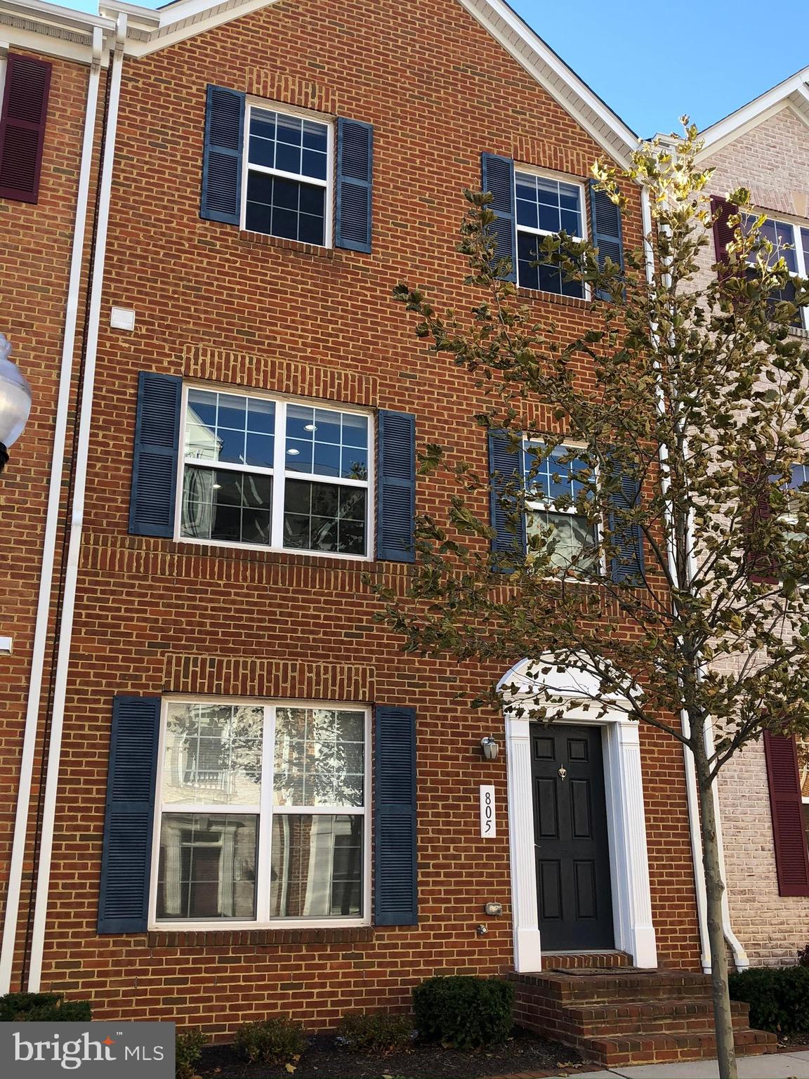 Beautiful 2 Car, 4 Bedroom, 3-1/2 Bath, 3 Level Garage Townhouse just built in 2010, it's practicall