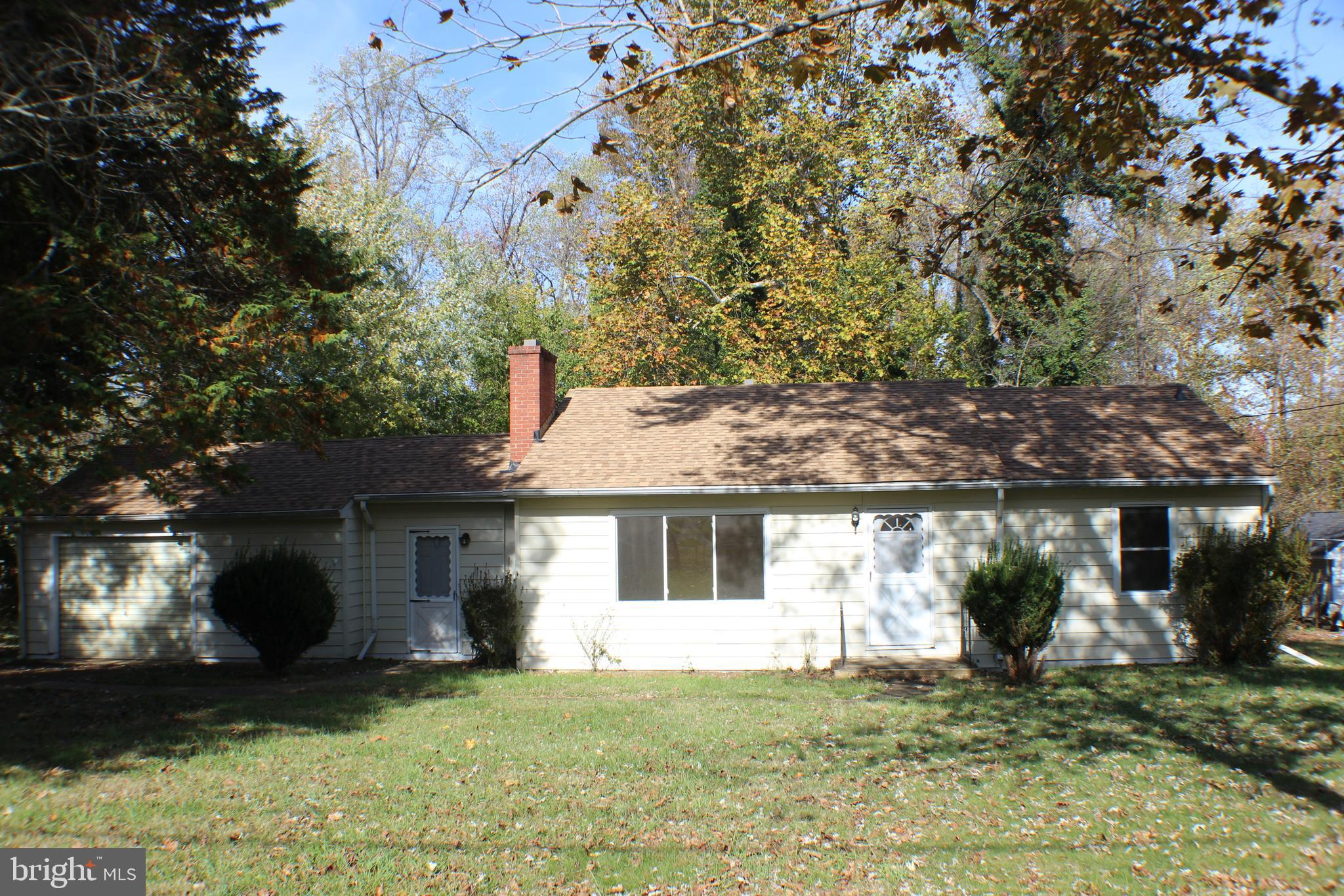 Roomy 1300+ sq. ft. Rambler with many upgrades including: Kitchen, Heating/AC, Hot Water Heater, Cor