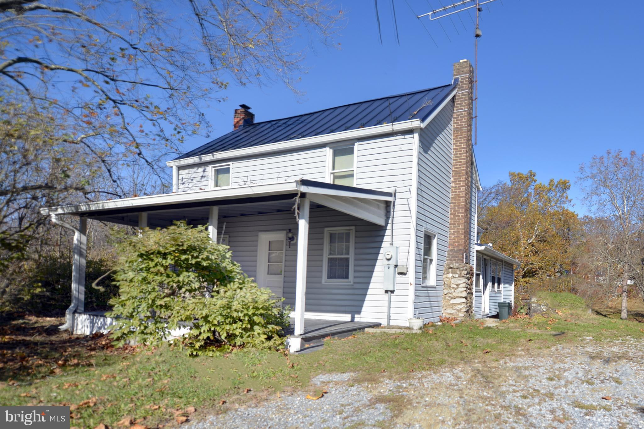 Cute farmhouse with over 1,400 sq. ft., 2 bedrooms, and 2 full bathrooms. Family room with a wood st
