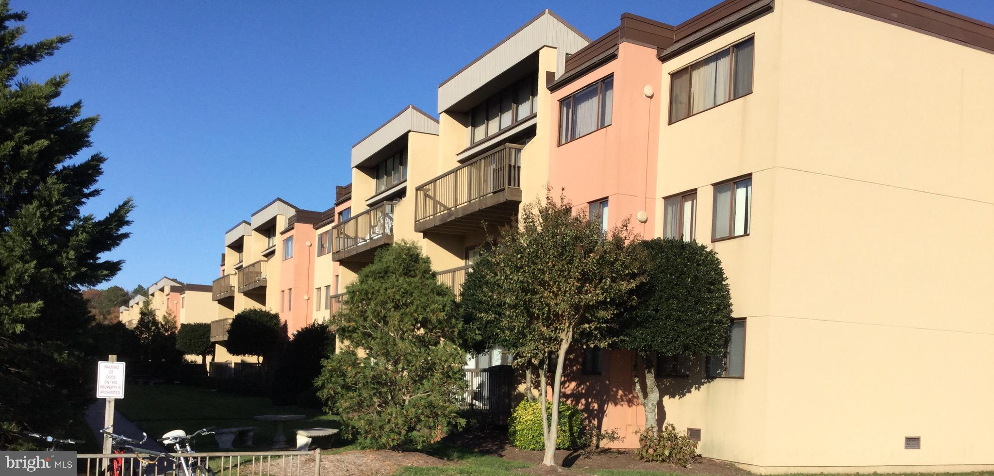Spacious 2 Bedroom/2 Bath end unit sits in desirable Caine Woods just a few blocks from the beach. O