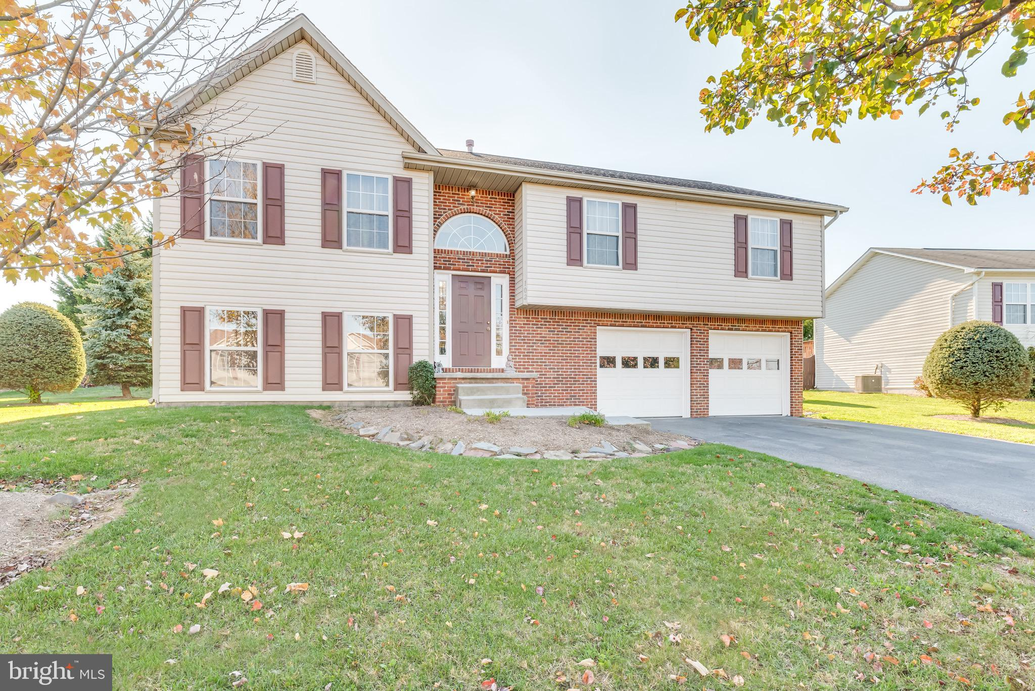 Strategically located near major commuter thorough fares this spacious split foyer features multiple