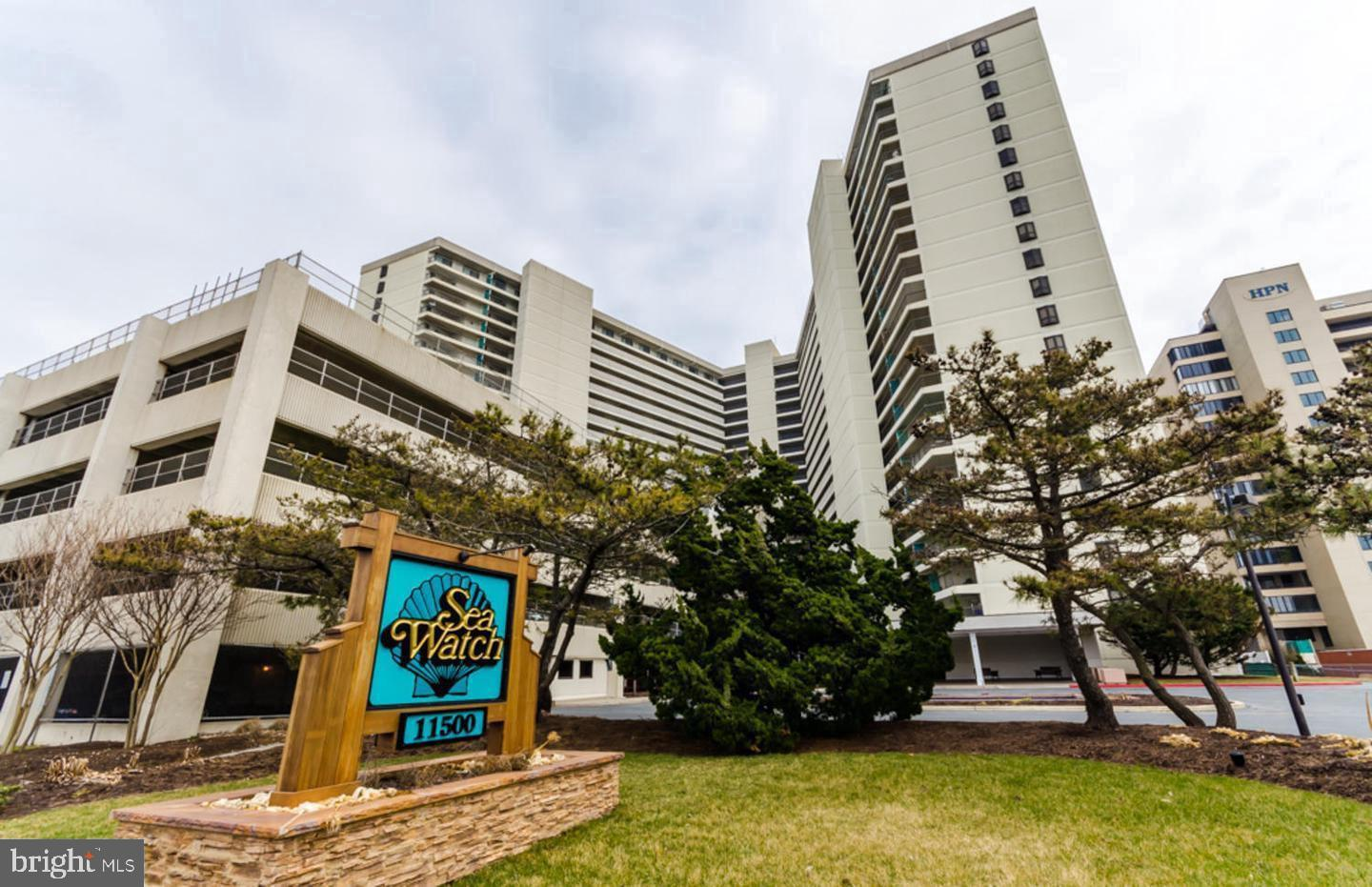 2BR/2FB + den on the 7th floor.  Updated kitchen and bathrooms, great views. This building has it al