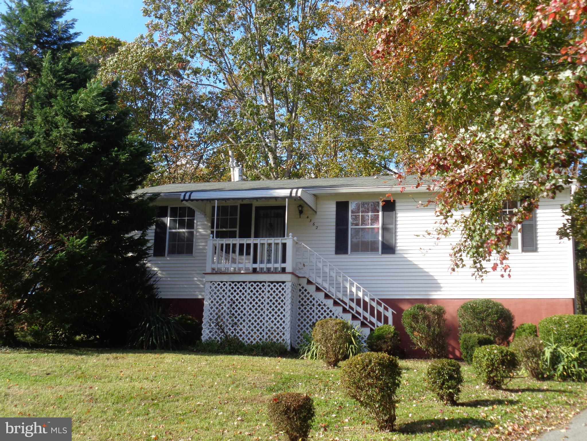 AFFORDABLE HOME FOR ALL SEASONS - room for gardening & landscaping in the Spring, covered front & ba