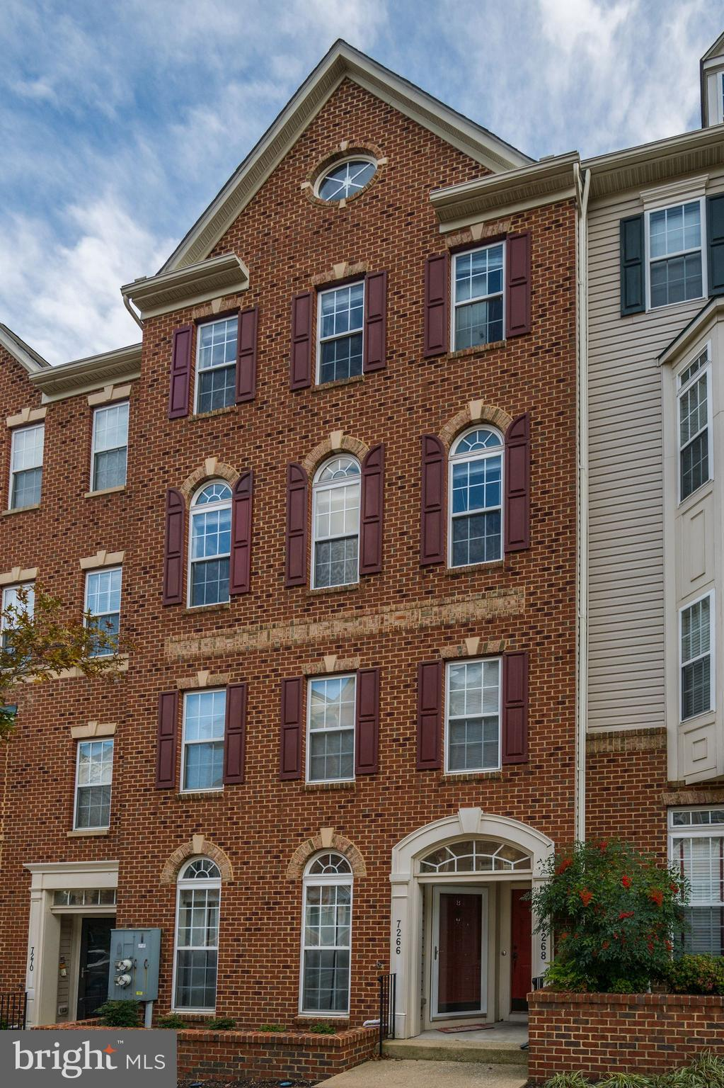 GORGEOUS AND EXCEPTIONALLY LARGE 3 BR/2.5BA Town Home, 2600 SF, features an open floor plan, upgrade