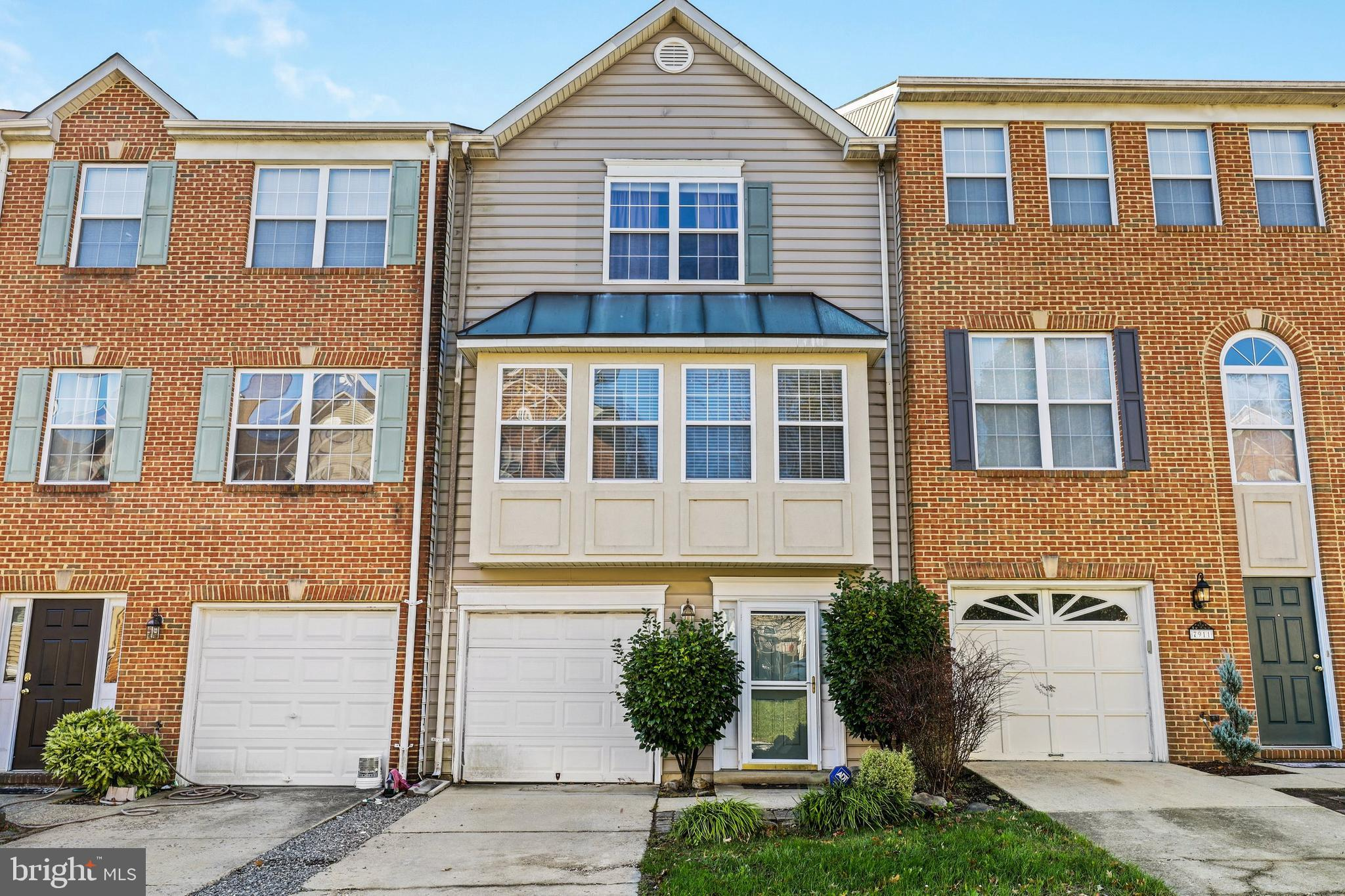 Great interior townhome in Highgrove with a great price. Two bedrooms and two full baths on upper le
