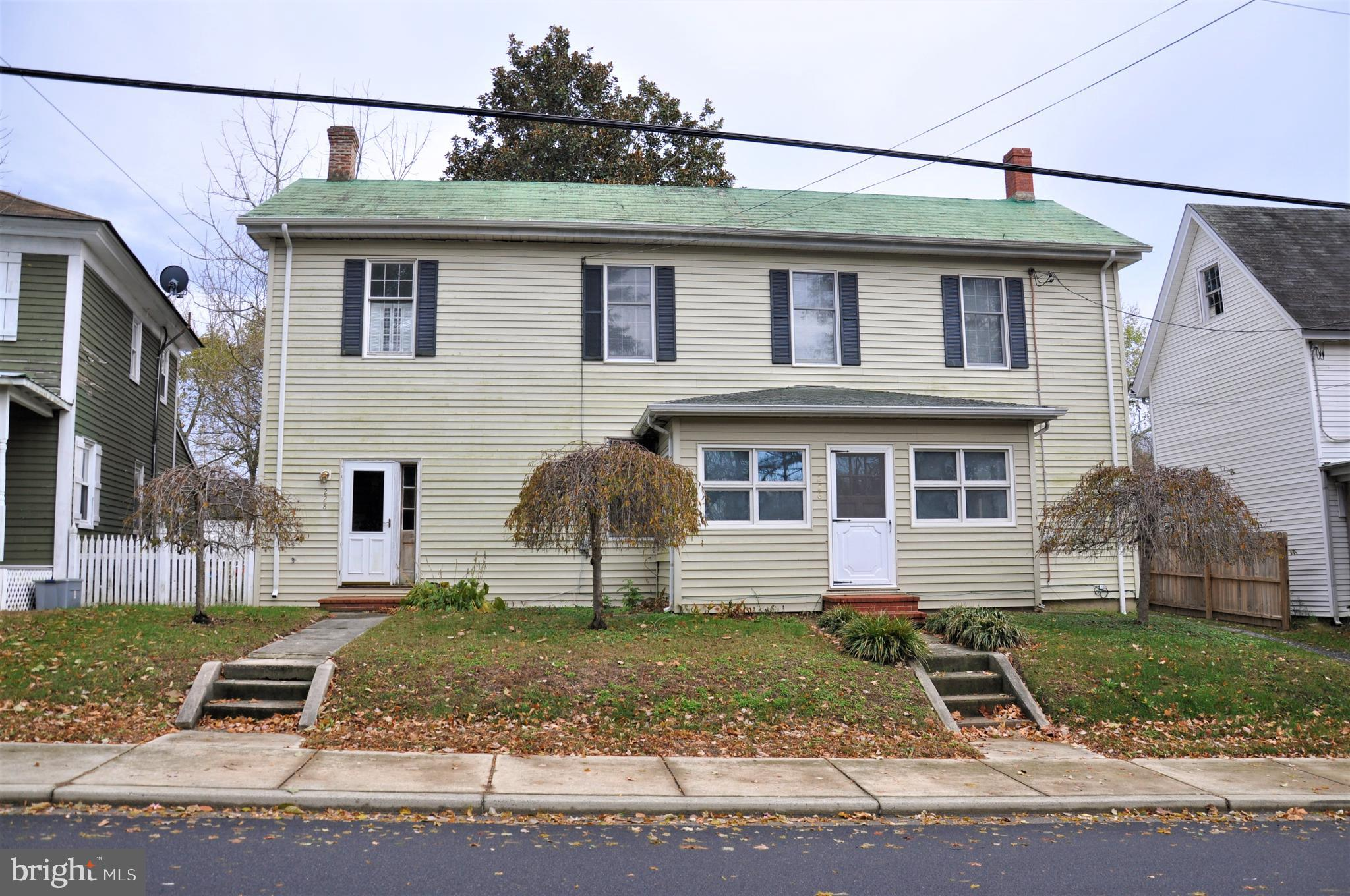 Two unit multi family home in Church Hill! The upstairs unit features pressed tin ceilings, beautifu