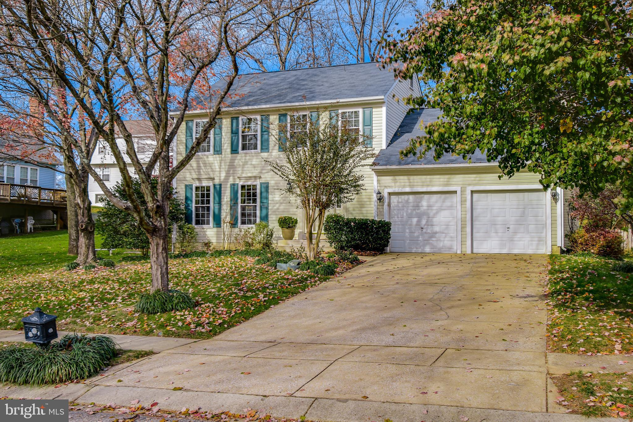 Immaculately kept and extremely well-maintained colonial with 2-car garage in the popular community