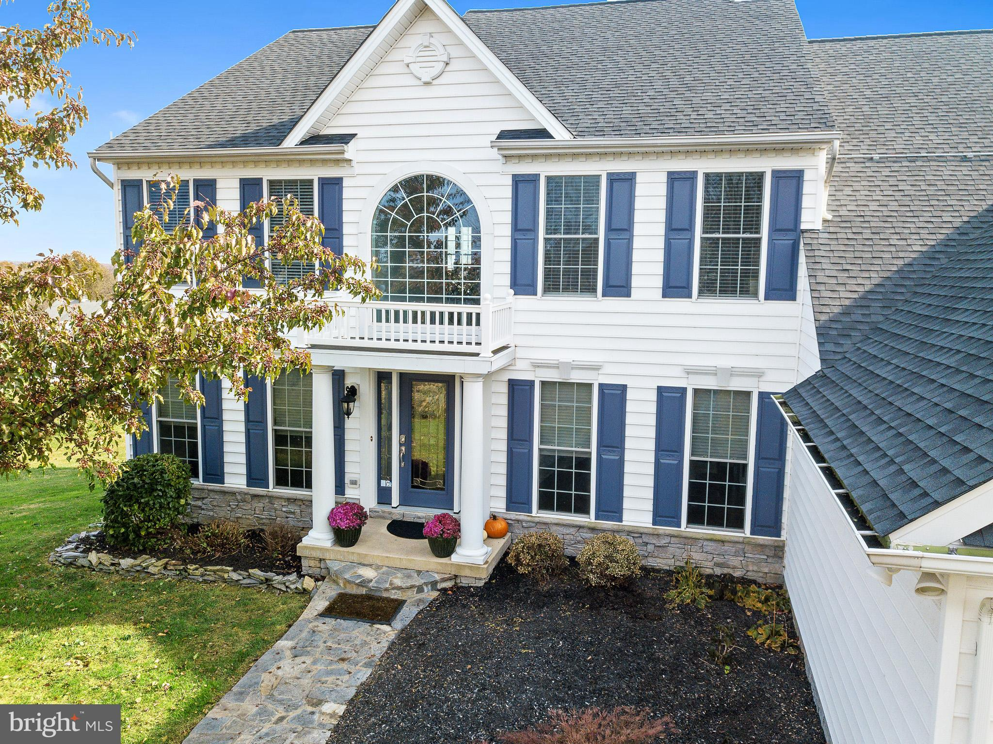 Welcome to this entertainers delight located in the community of Chantilly Manor.  This large coloni