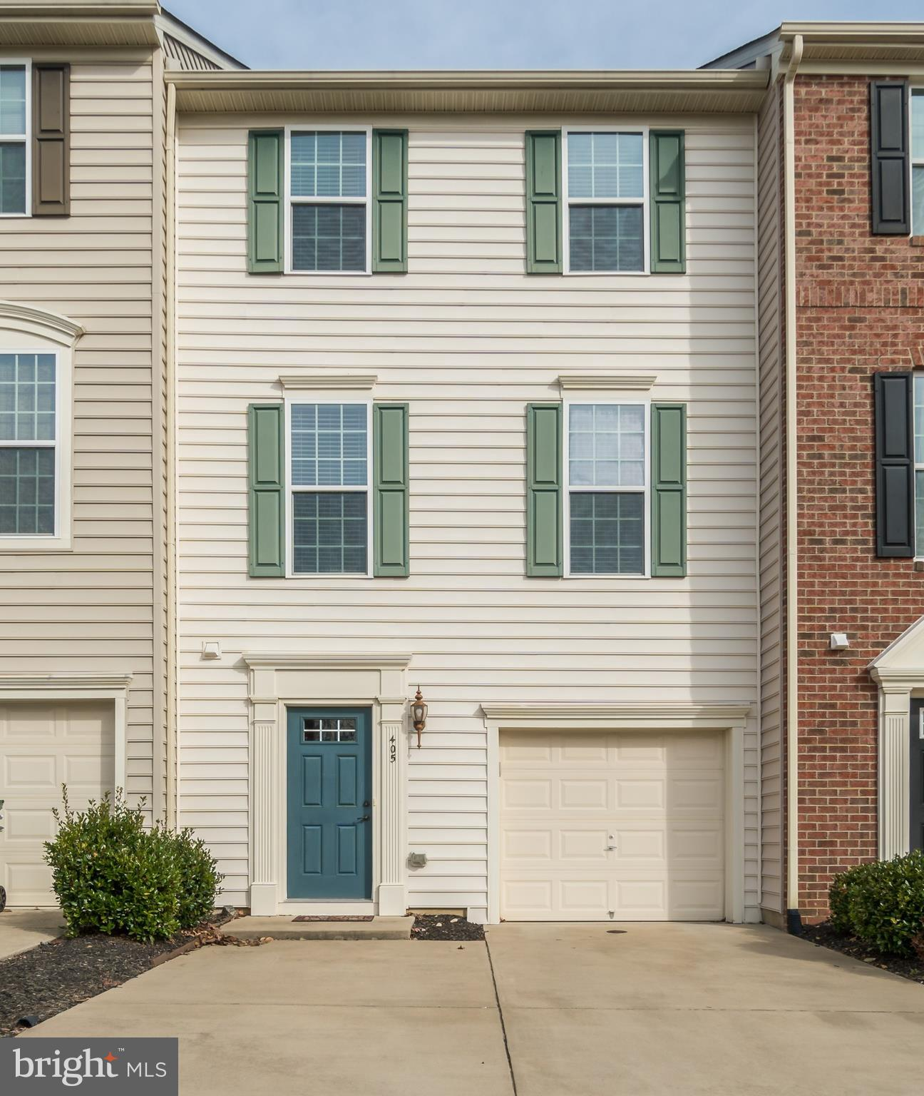 PRISTINE THREE LEVEL TOWN HOME IN SUPER CONVENIENT LOCATION!  GREAT OPEN FLOOR PLAN, LARGE MASTER BE