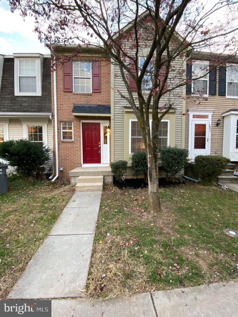 Beautifully newly renovated townhome with 3 bedrooms, 3.5 baths. Renovated Kitchen features subwayti