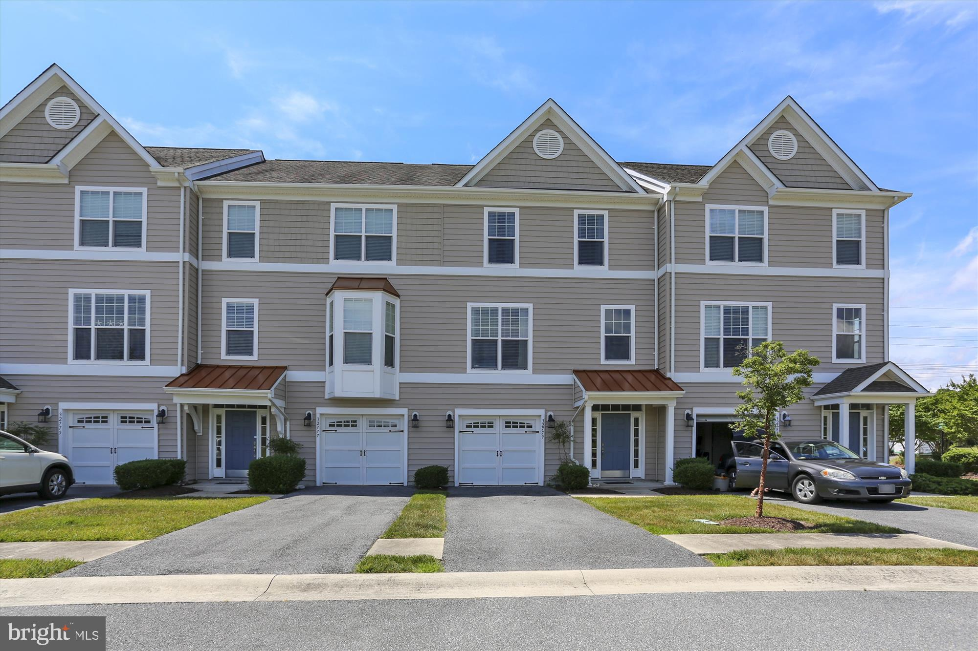 Spacious pond front townhome located less than 3 miles to the beach! This 4 BR 3.5 BA coastal home f