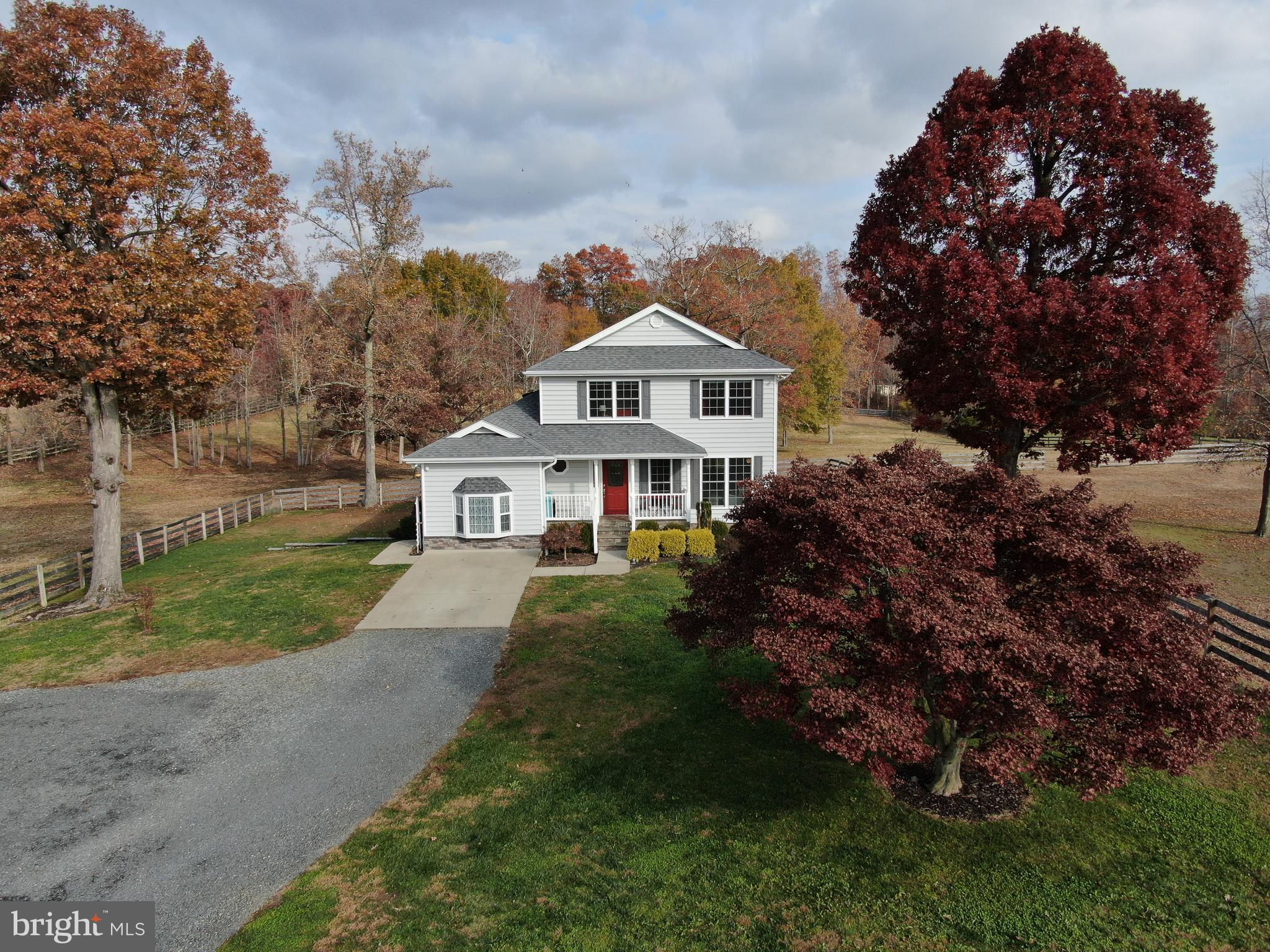 EQUESTRIAN DREAM HOME & HORSE FACILITY!  REMODELED, WELL MAINTAINED 5 BEDROOM home.   Beautiful HARD