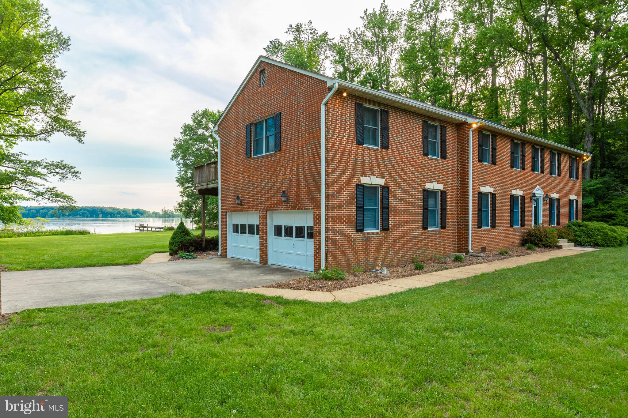 WATERFRONT ESTATE IN CHARLES COUNTY!! MINUTES FROM NAVY MWR INDIAN HEAD, THE BELTWAY, CLOSE TO MGM,