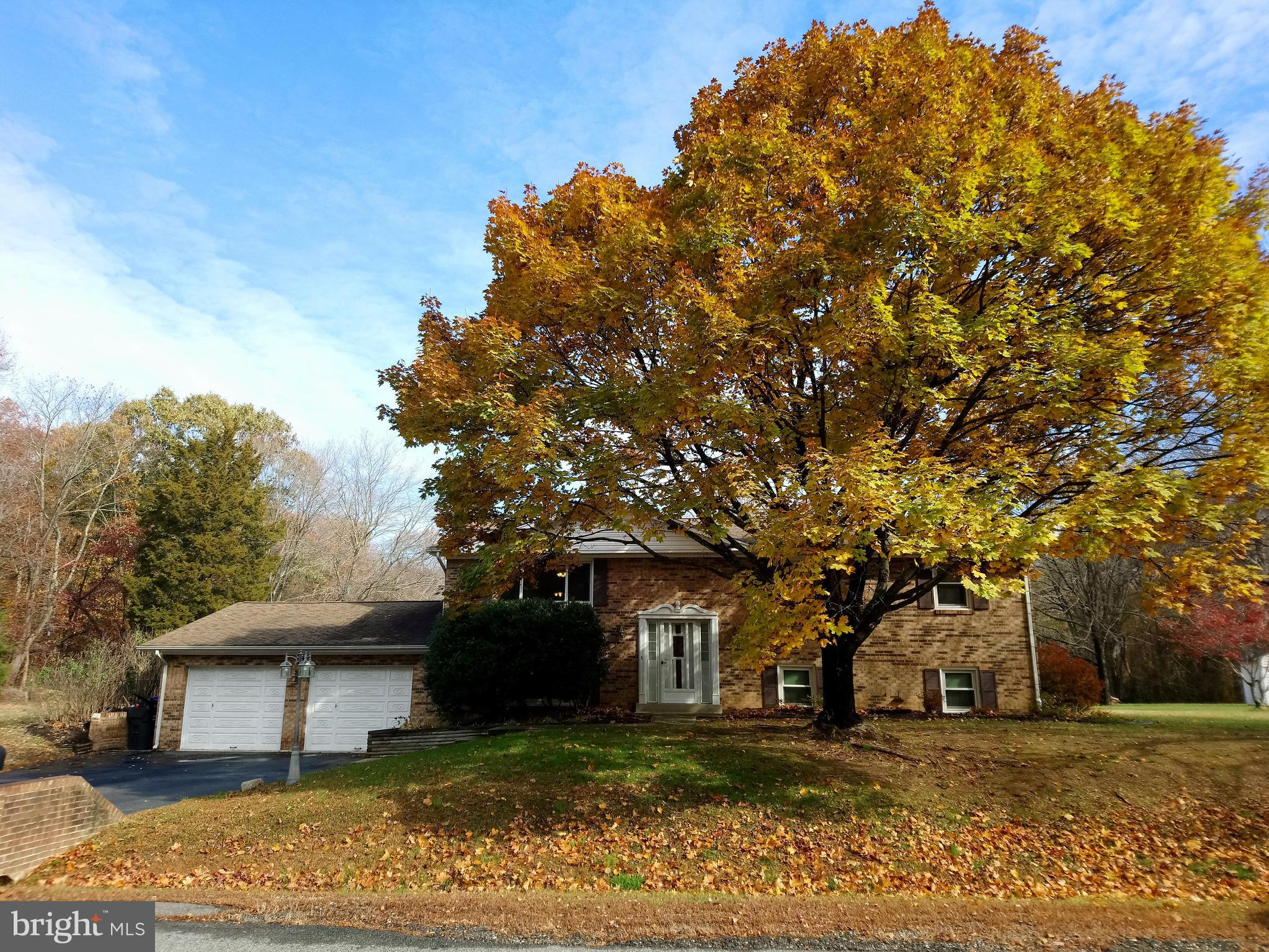 Open Sun 11/24 1-4 pm. Truly delightful property on nearly 3/4 acre corner lot w/ no HOA! Perfectly