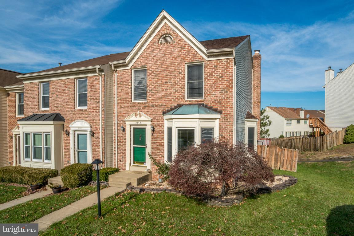 Excellent location with proximity to I-95, Express Lanes, Commuter Lots, Metro and VRE. This 3-Level