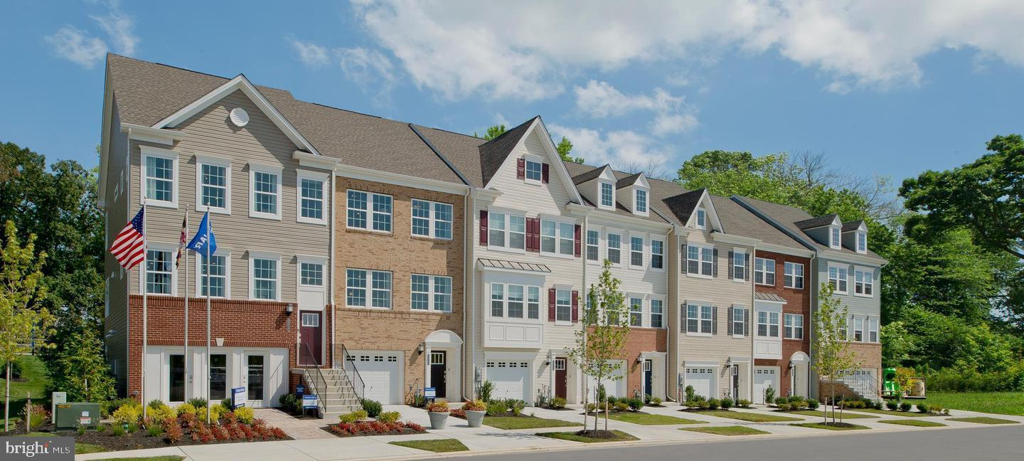 Beautiful new construction townhome. Features Wide Plank flooring on kitchen level, 42~ Kitchen Cabi
