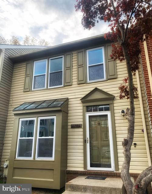 824 Pleasant Hill Ln is a townhouse in Bowie, MD 20716. This 1,452 square foot townhouse sits on a 1