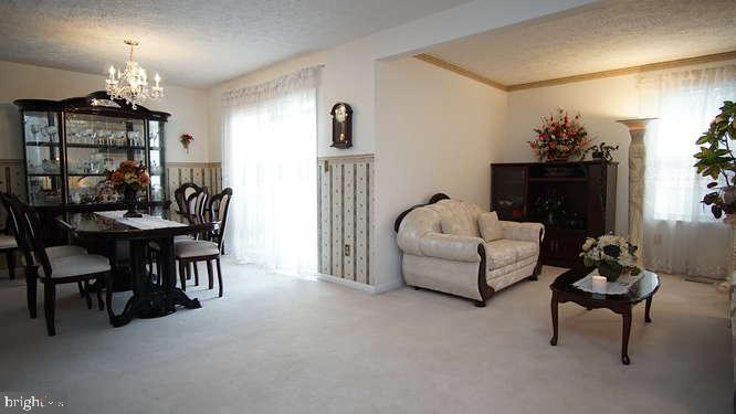 Gorgeous well maintained End of Group Townhome tucked away  in Fountain Glen Subdivision,  powder ro