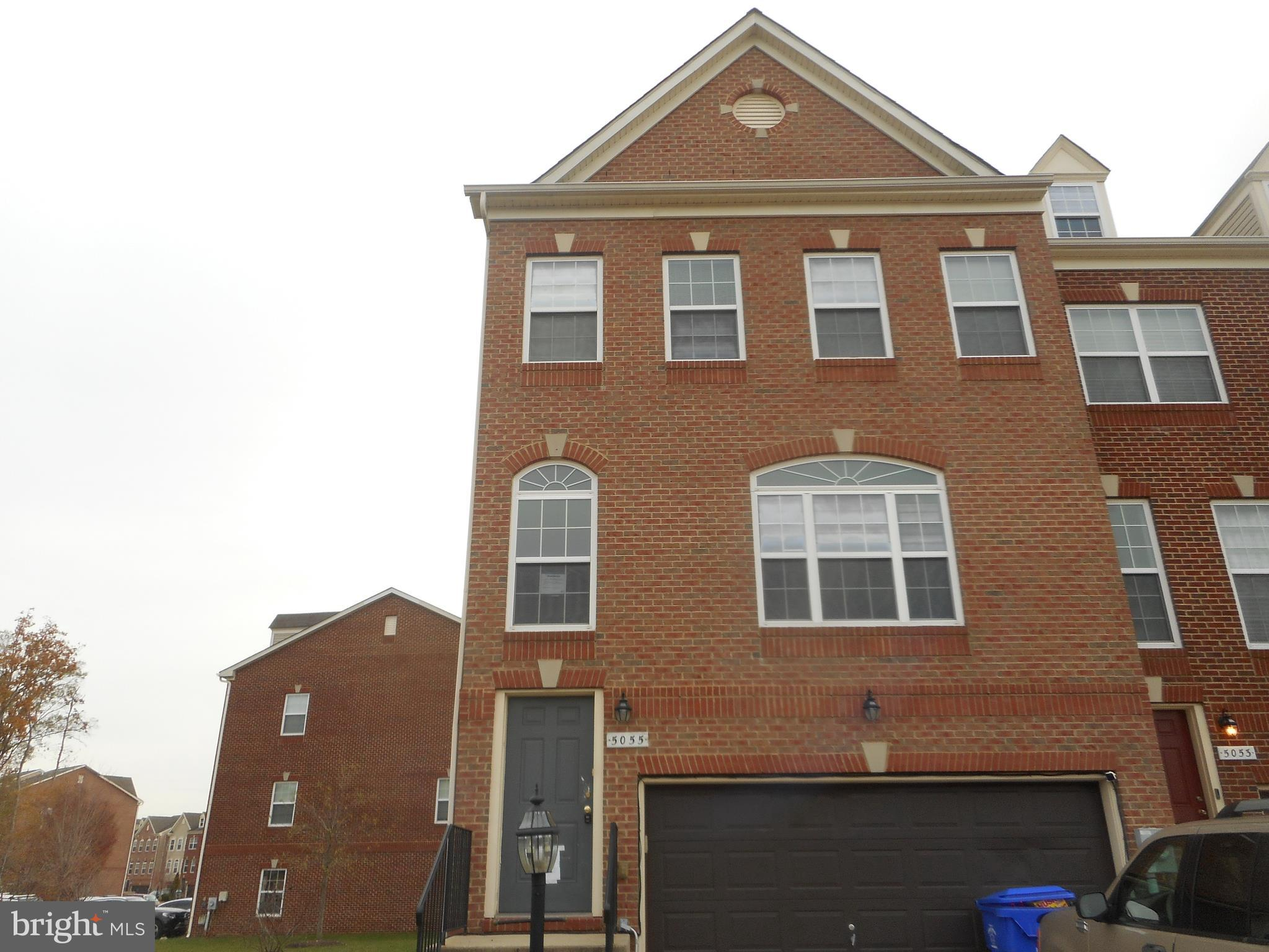 Spacious 3 level townhome, end unit in a great location.  Move in ready, no need to wait for new con