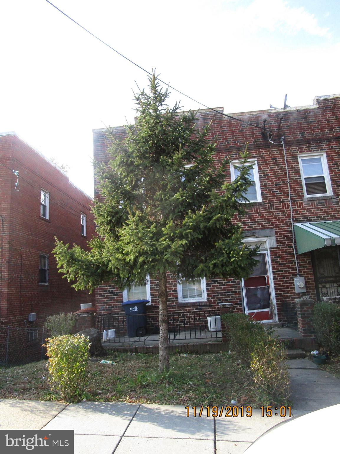 PROPERTY IS A REHAB.  EVERYTHING NEEDS TO BE REPLACED.  SELLER  IS LOOKIN FOR  CASH OFFERS - NOT HAR