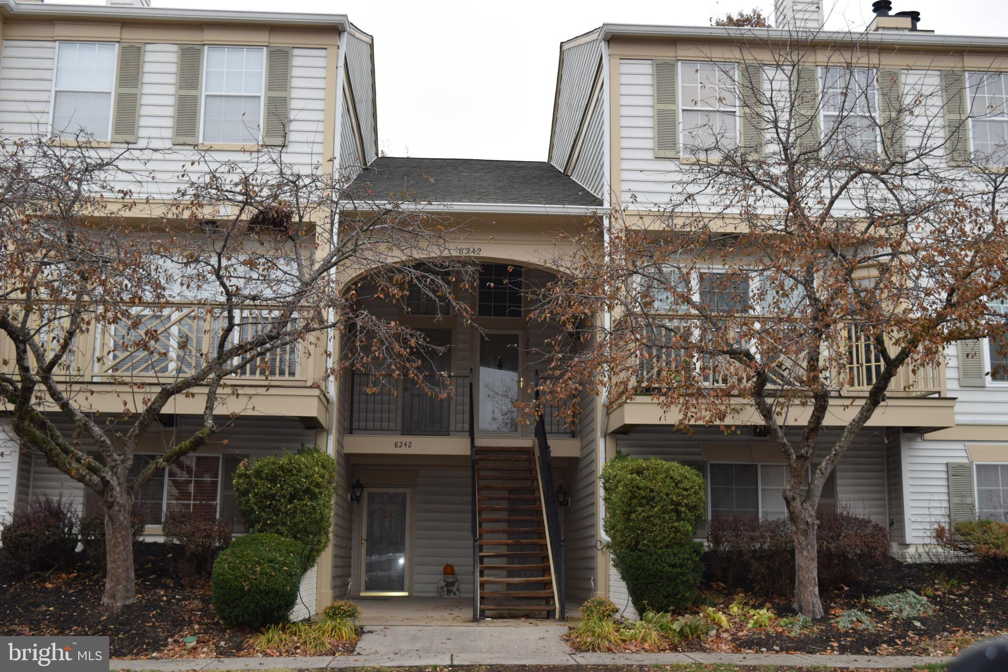 RUN don't walk to this delightful 2-Level 2 Bedroom Condo in Bull Run!  New appliances, Water Heater