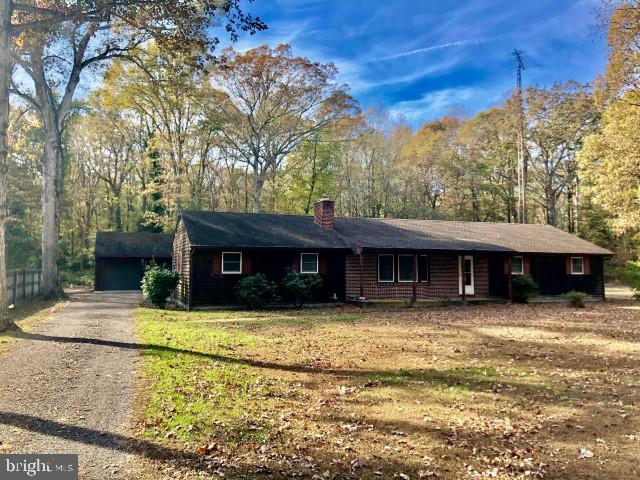 Prime Country location west of Bridgeville...This rancher  offers 3 bedrooms /2 baths with a   wood