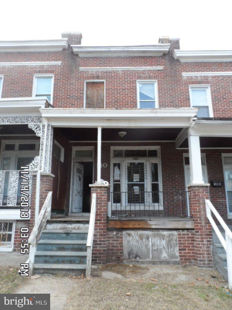 Great Opportunity for the Savvy Investor. In close proximity to Saint Josephs Park, shopping and schools. The property needs complete rehab.